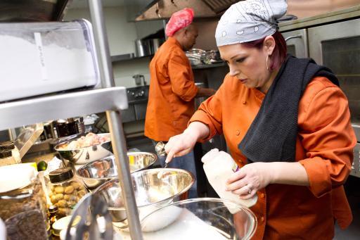 Carnie Wilson on Food Network's Rachael vs. Guy Celebrity Cook-Off