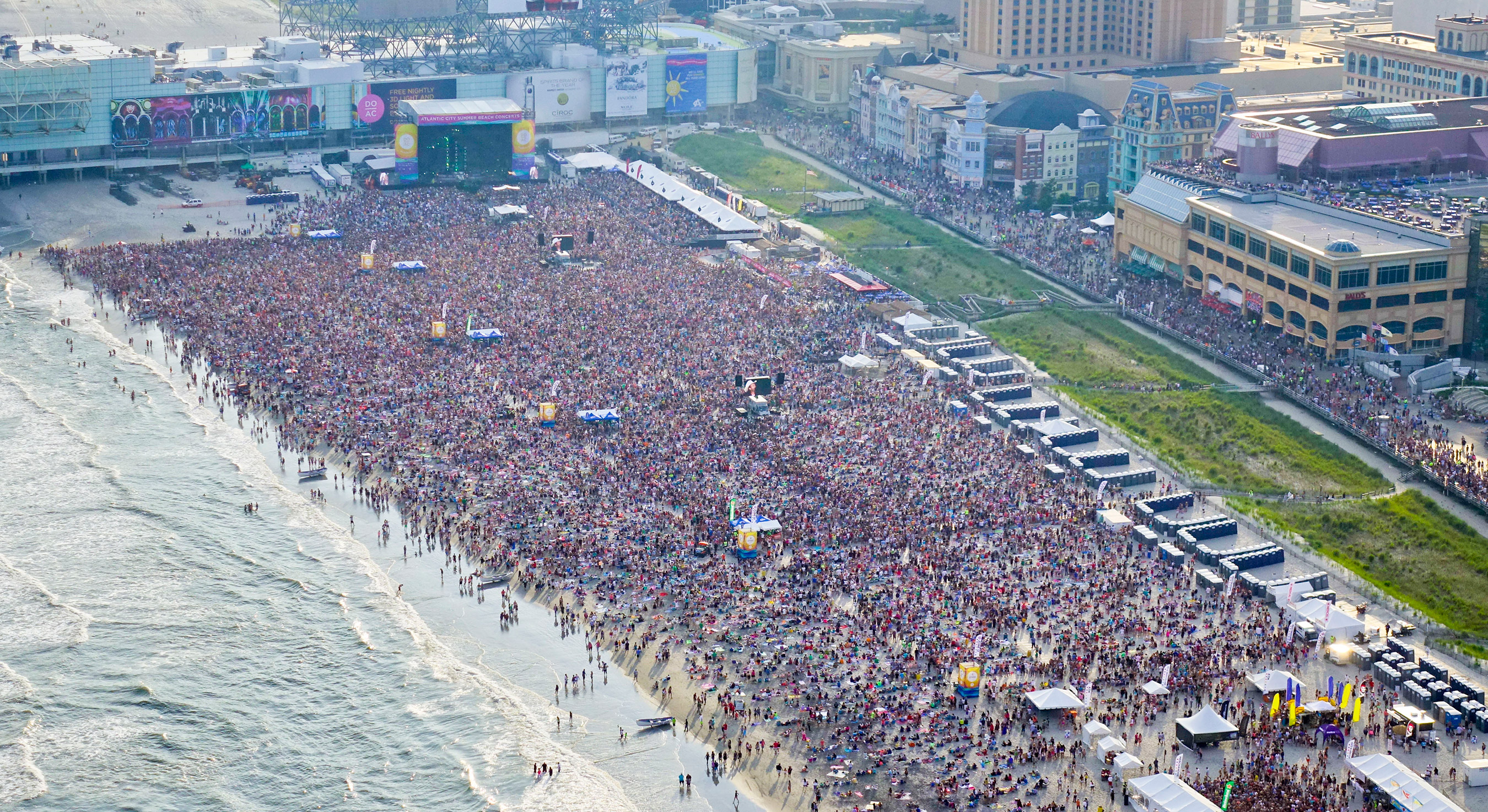 Atlantic City S Free Beaches Are Packed For The Beach Concert With Blake Shelton