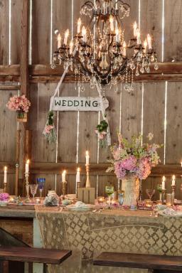 Prairie Style Barn Wedding, Photo: Mark Lohman