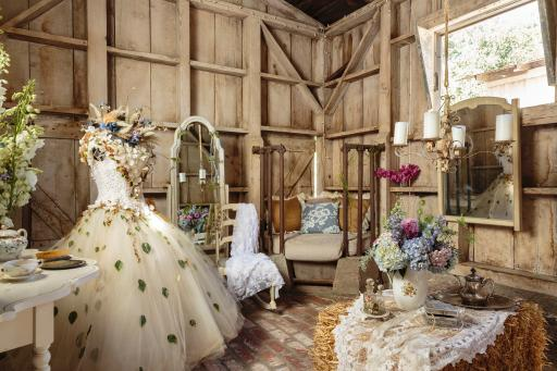 Prairie Style Wedding Bridal Dressing Room, Photo: Mark Lohman
