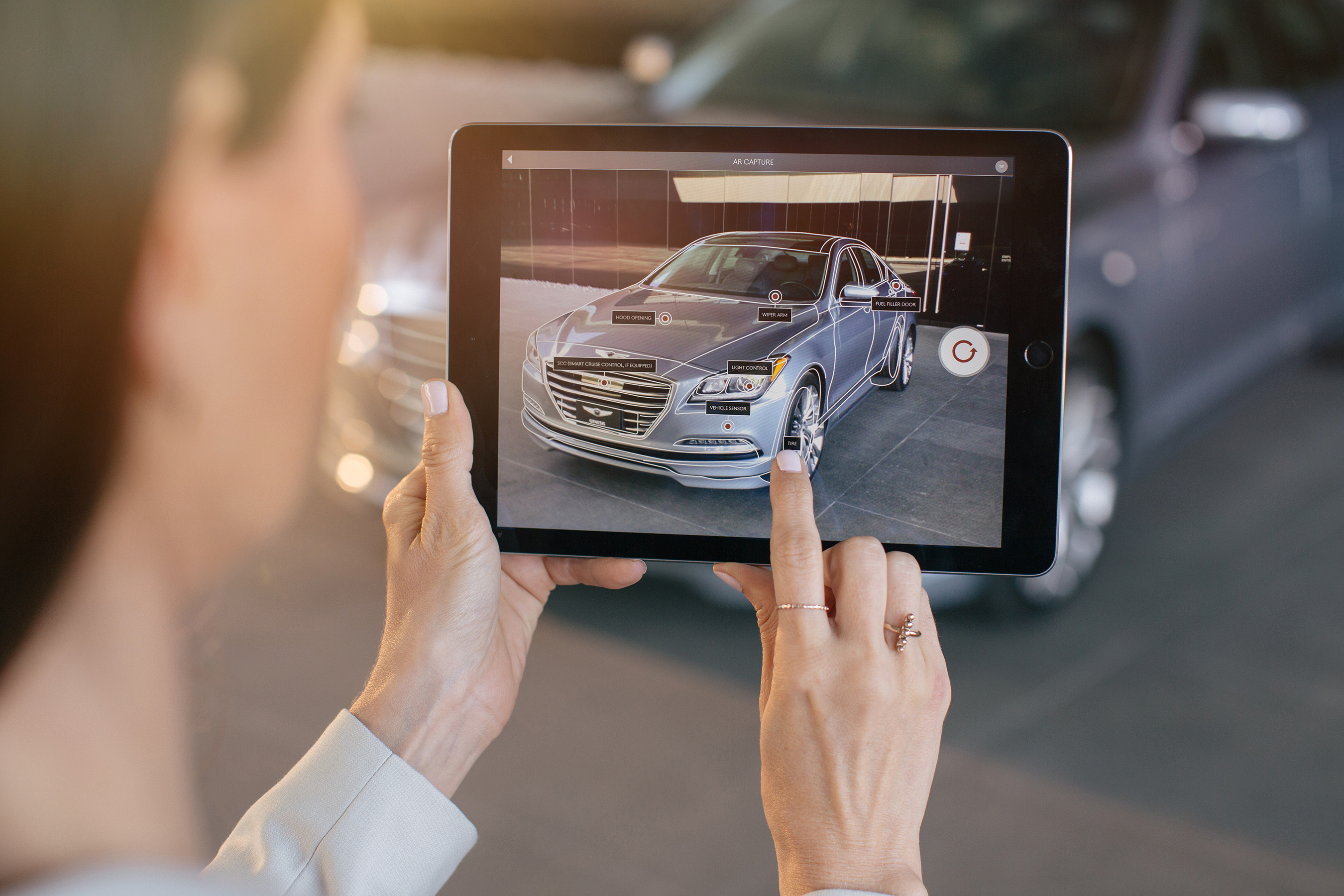 TAKING A PICTURE OF THE FRONT, REAR OR TRUNK WITH THE AR CAPTURE BRINGS TO LIFE IMPORTANT EXTERIOR FEATURES.