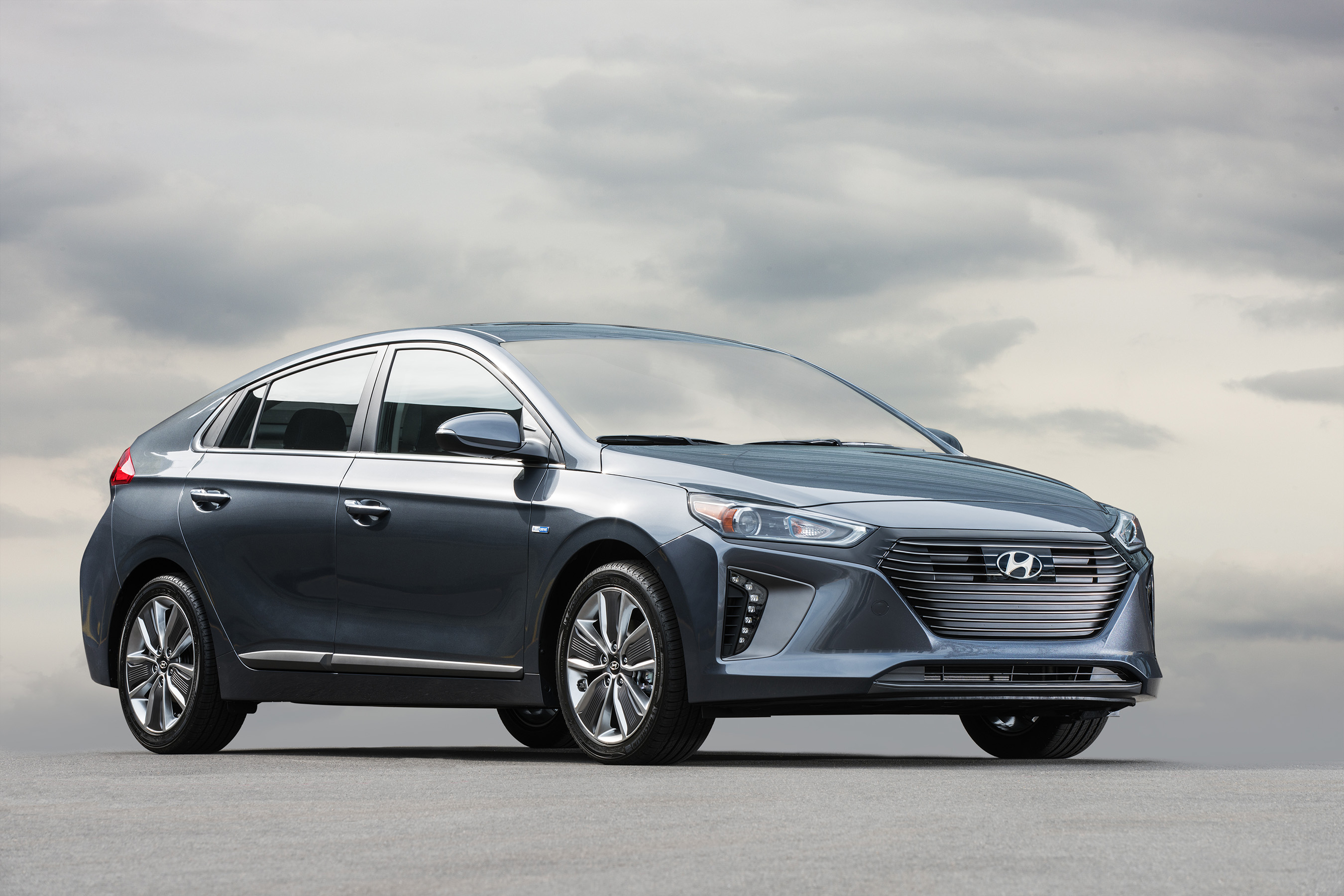 2017 HYUNDAI IONIQ MODEL LINEUP MAKES U.S. DEBUT AT NEW YORK INTERNATIONAL AUTO SHOW