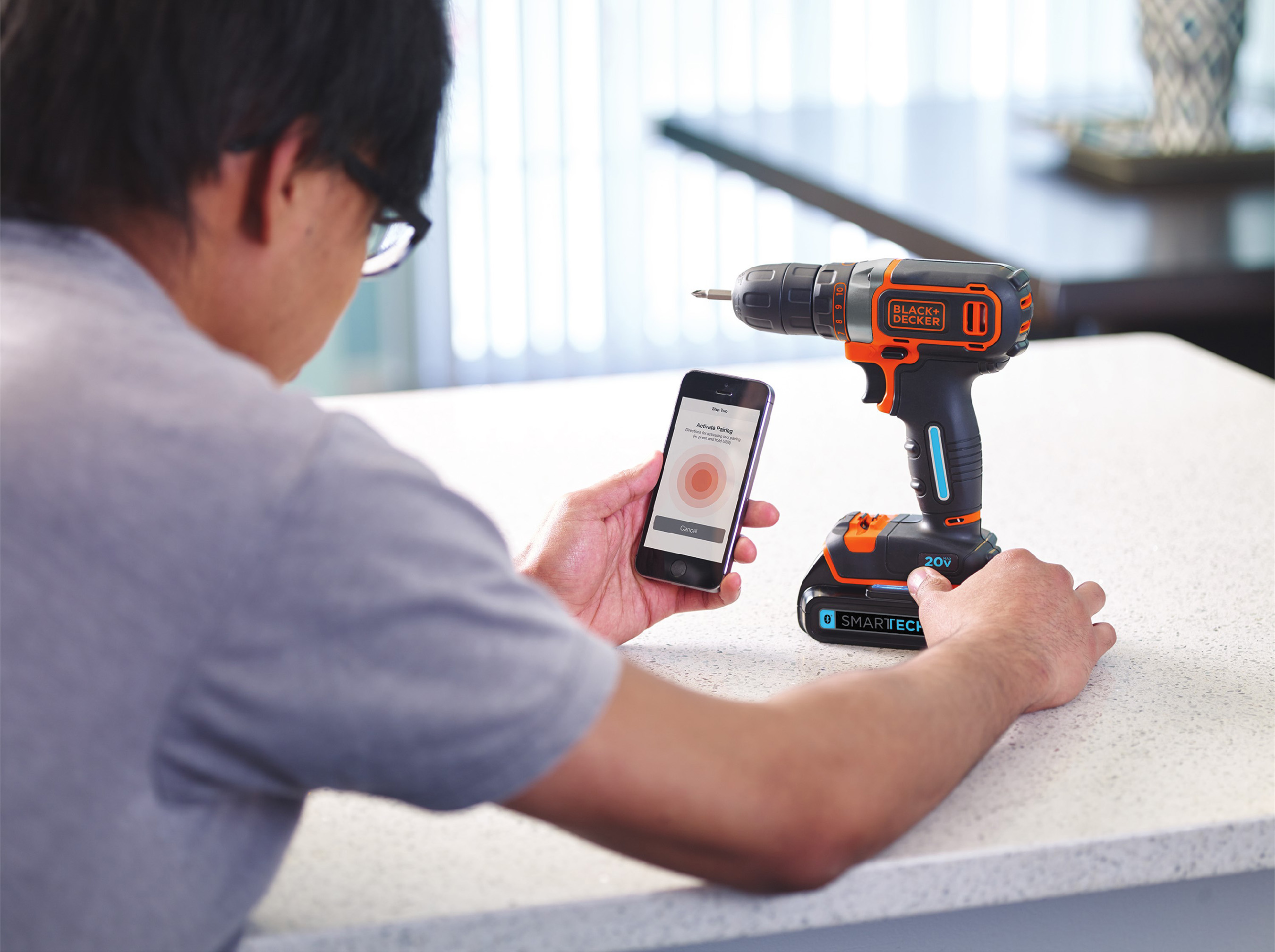 The free BLACK+DECKER™ Mobile App has three components: My Products, Messages, and Projects. Combined with the new SMARTECH™ Battery USB charging feature, the app and batteries connect tools with technology to enhance the DIY experience.