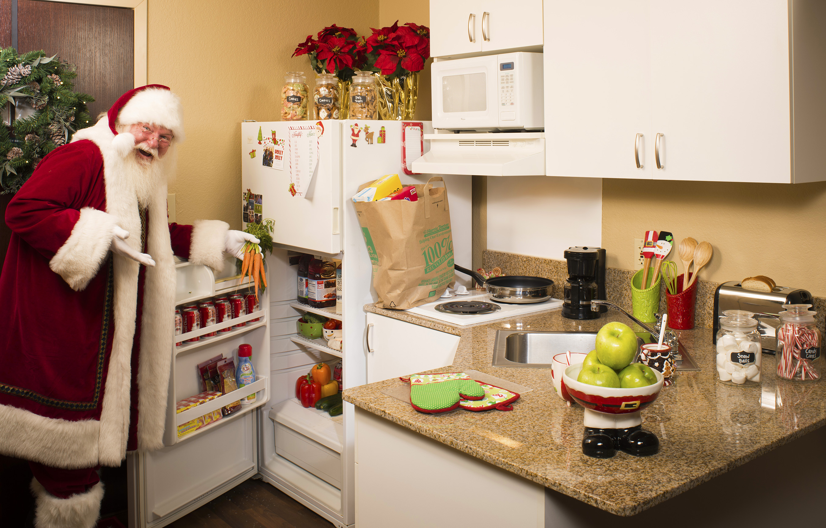 When staying at his official hotel, Extended Stay America, Santa can enjoy his favorite meals. With fully equipped kitchens in every room, guests never miss out on seasonal staples.