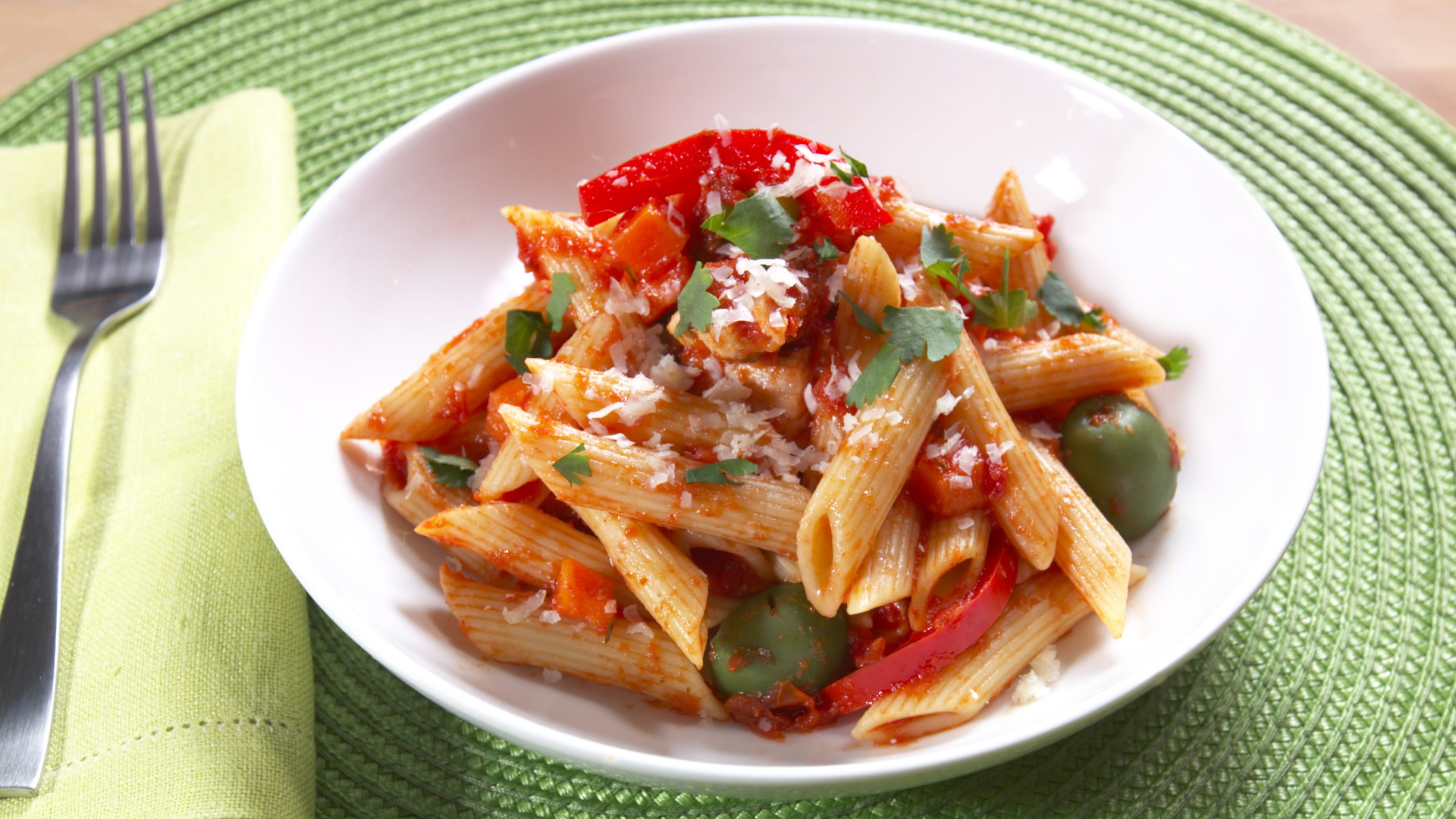 Ingrid Hoffmann creates the perfect Latino Italian Fusion dish with a creative take on arroz con pollo but made with Barilla penne pasta.