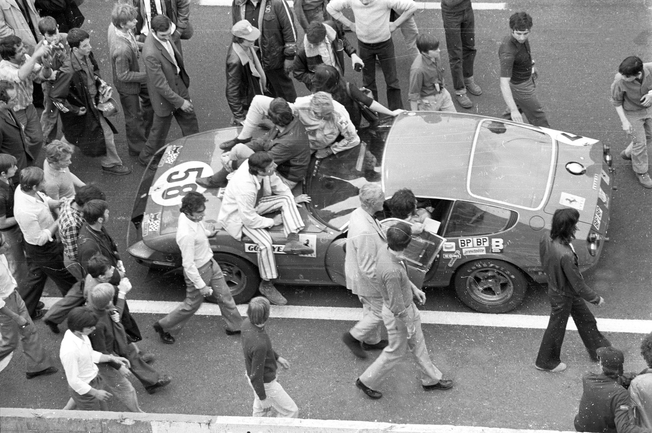 GTB/4 Competition - GT Special Gr.4 Vin 12467 awaits the start of the 1971 24 hours of Le Mans