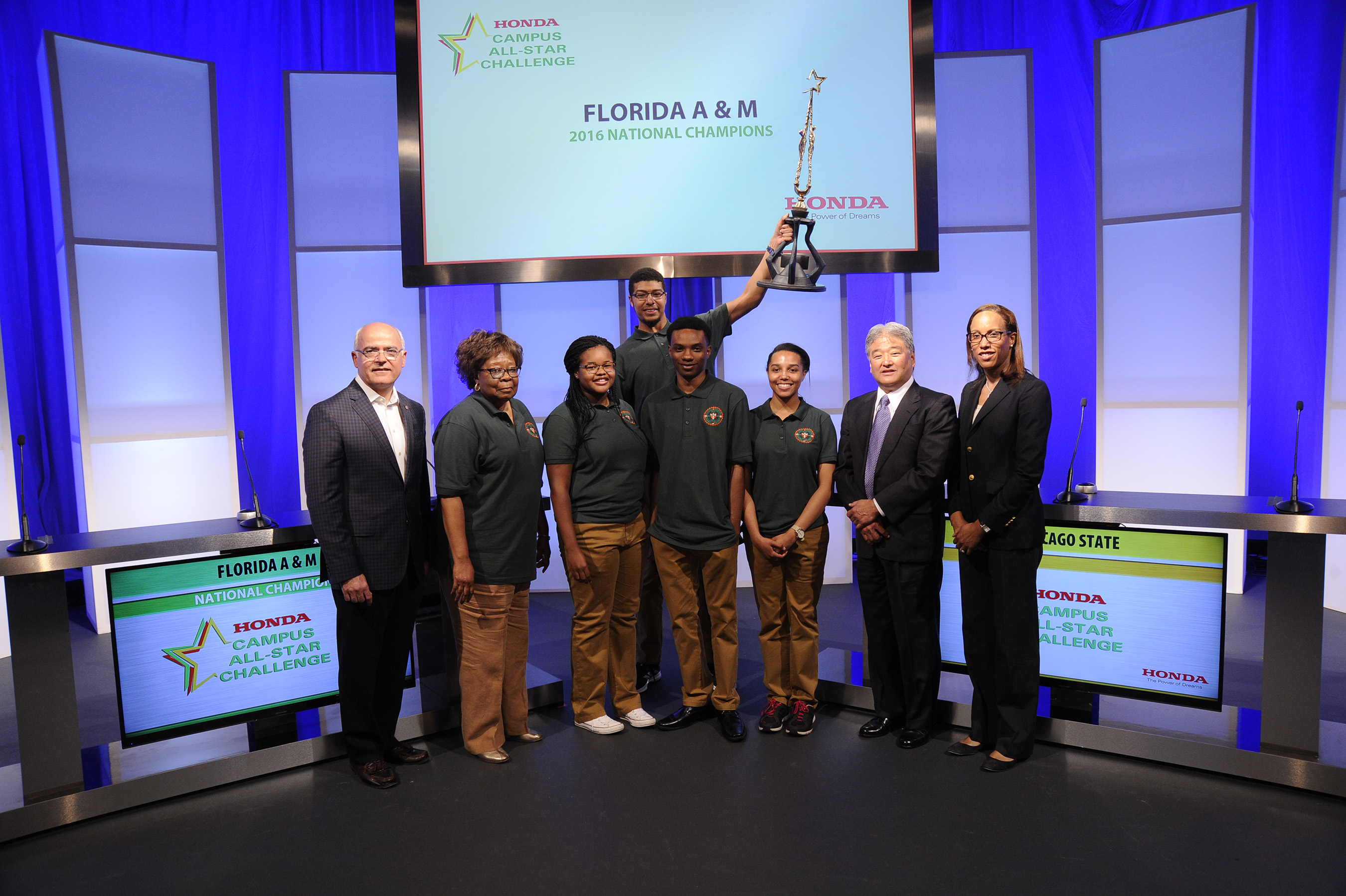 Representatives from Honda congratulate the winning team from Florida A&M University on their eighth win of the Honda Campus All-Star Challenge National Championship. (Pictured from Left to right: Kim Smalley, VP of Human Resources, Administration and Corporate Affairs of American Honda Motor Co., Dr. Vivian Hobbs, coach of Florida A&M University team and the winning team members. Far right, Alexandra Warnier, Manager of Corporate Social Responsibility, American Honda Motor Co., Inc. and Steve Morikawa, Vice President of Corporate Relations and Social Responsibility, American Honda Motor Co., Inc.)