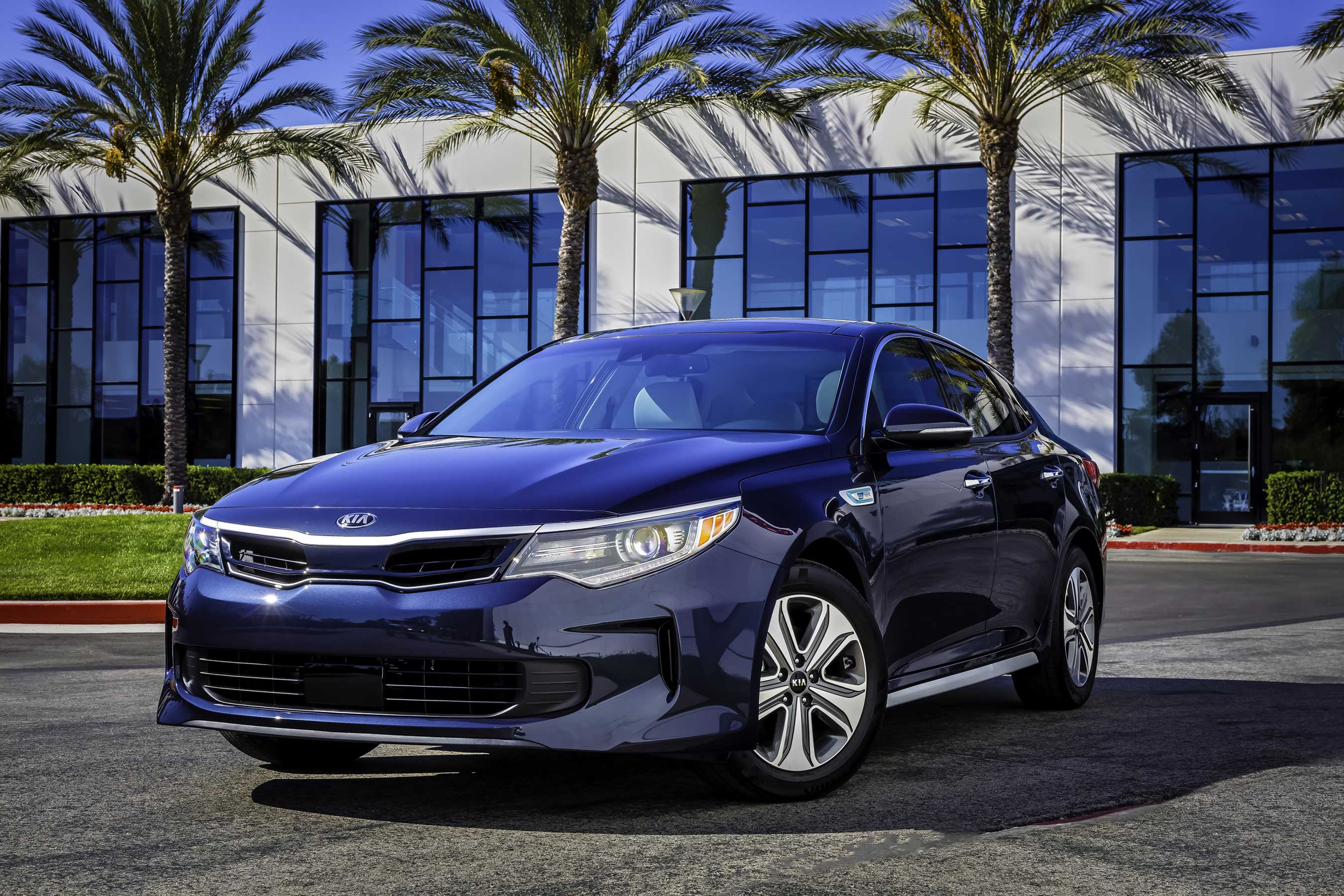 The all-new 2017 Kia Optima Hybrid blends modern styling and a premium driving experience with an intense focus on efficiency.