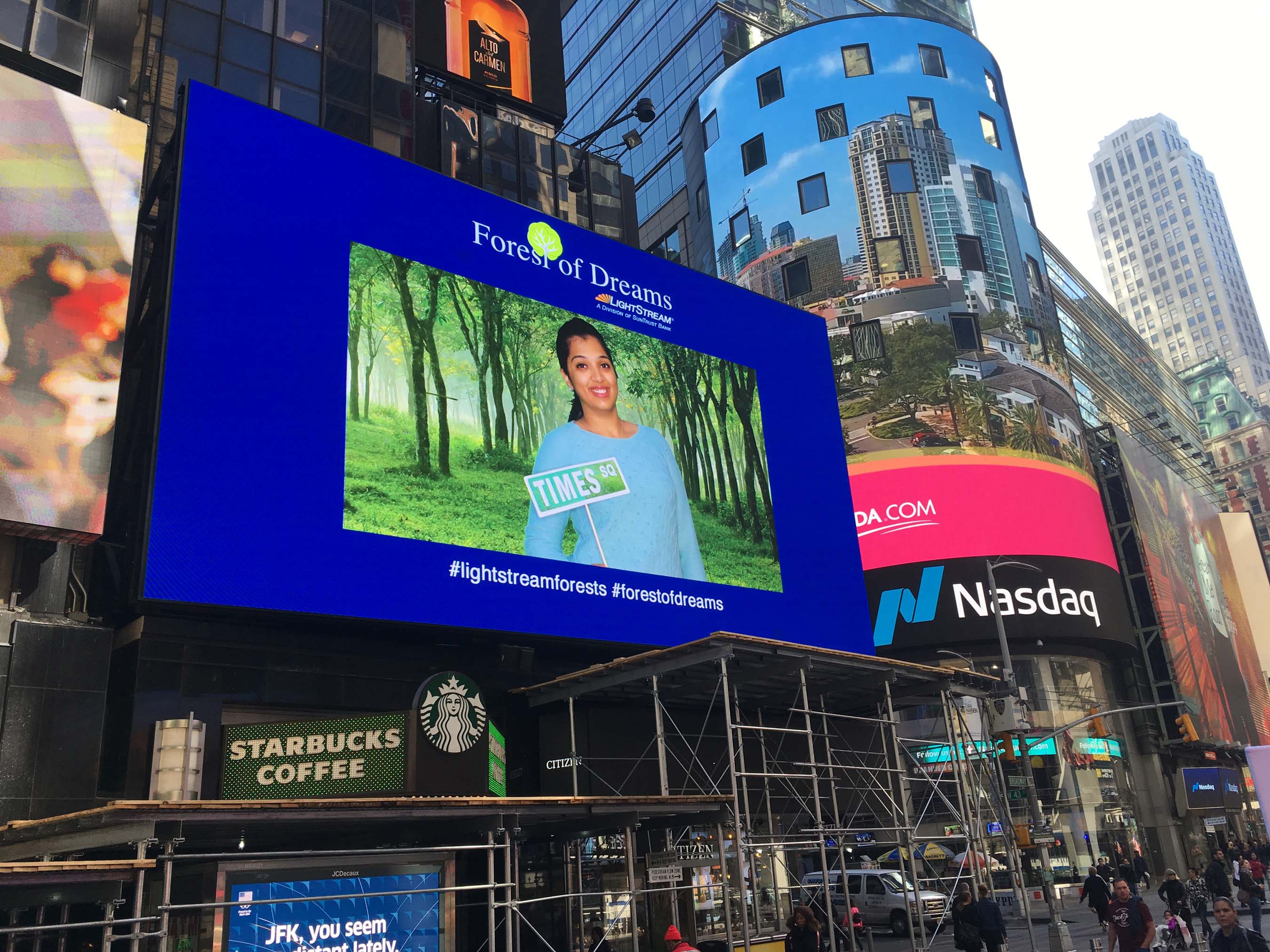 Forest of Dreams fan live in Times Square