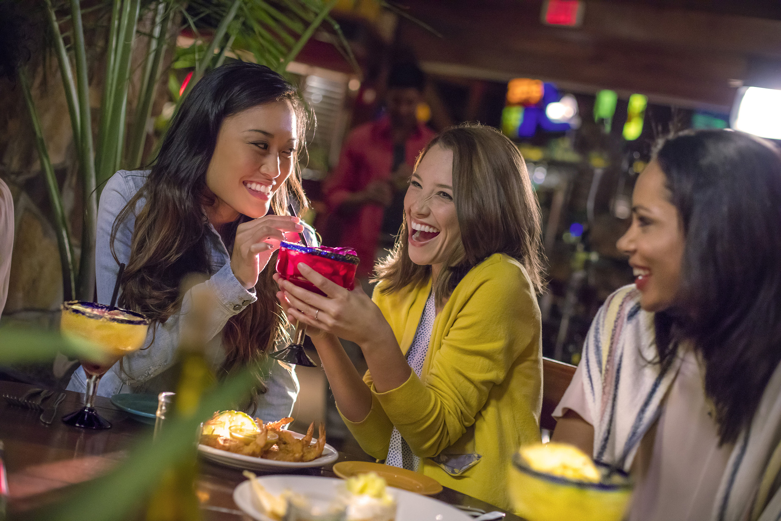 Nothing says girls' night out like margaritas. So gather your crew and get ready to party at Bahama Breeze! Viva la Rita 2016