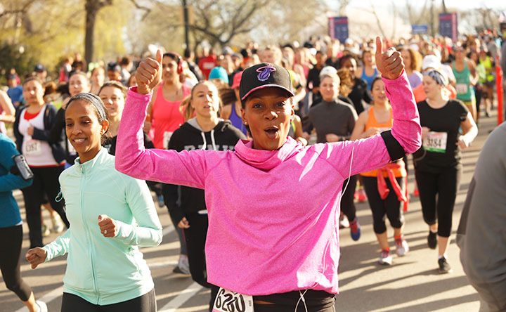 Runner on the course in New York's Central Park at the 2015 MORE/SHAPE Women's Half-Marathon