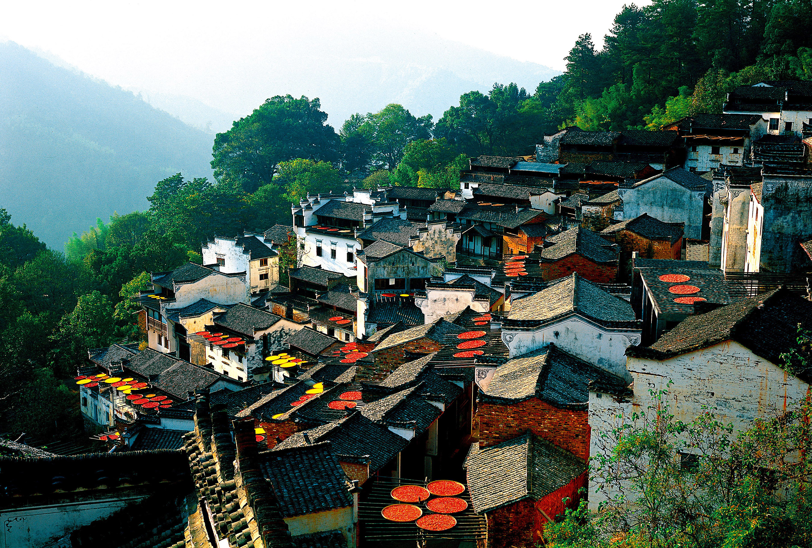 Huangling village has preserved and maintained the ancient Hui-style architectures with a history of more than 500 years