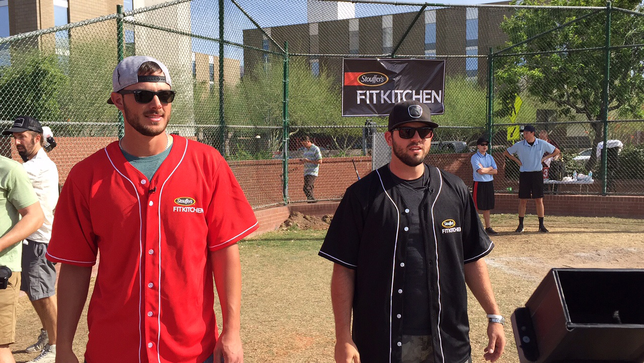Pro baseball players Mike Moustakas and Kris Bryant surprise students at Arizona State University with Stouffer's Fit Kitchen.