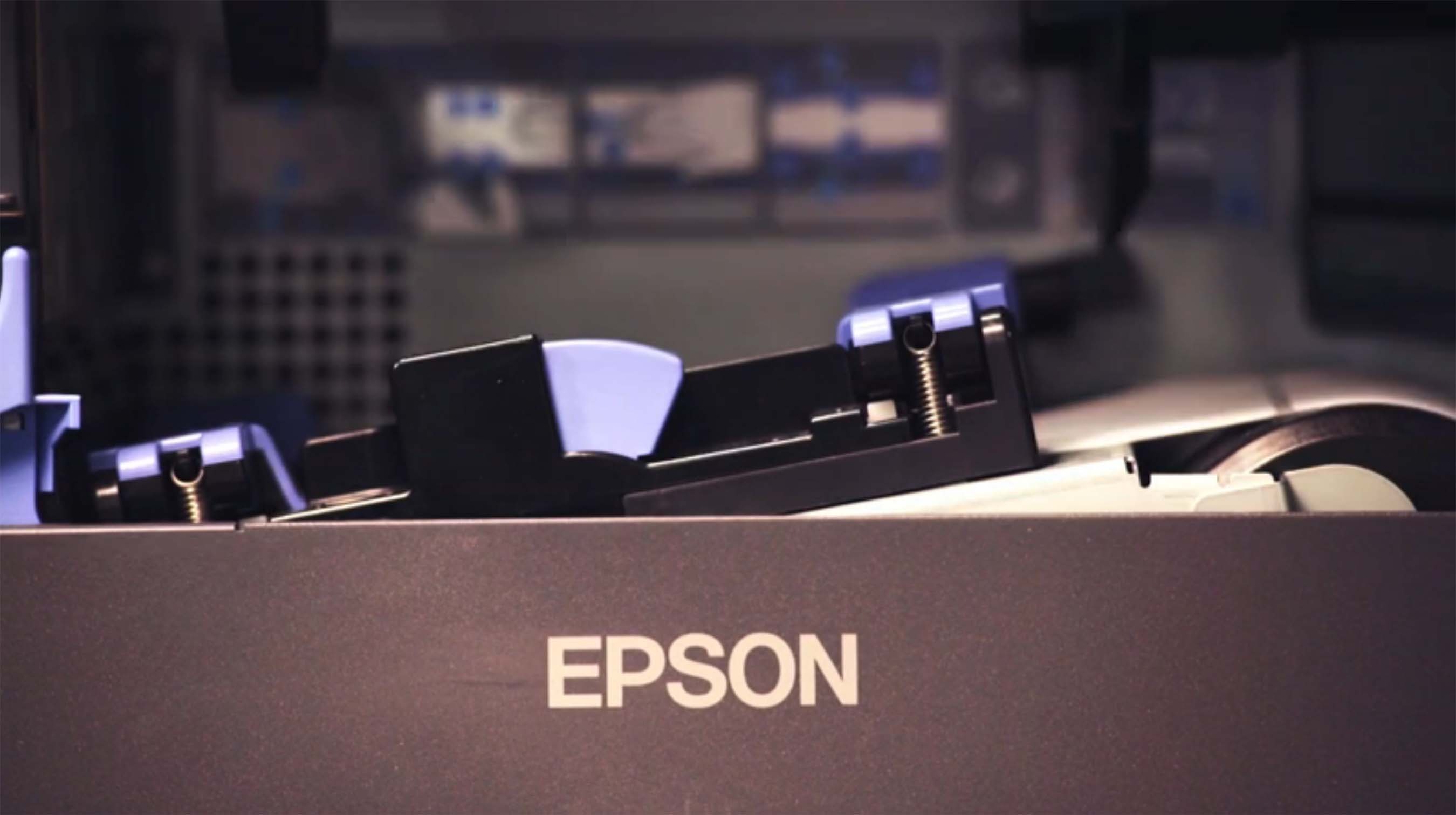 A close look of what's inside of the Epson ColorWorks C7500G inkjet label printer