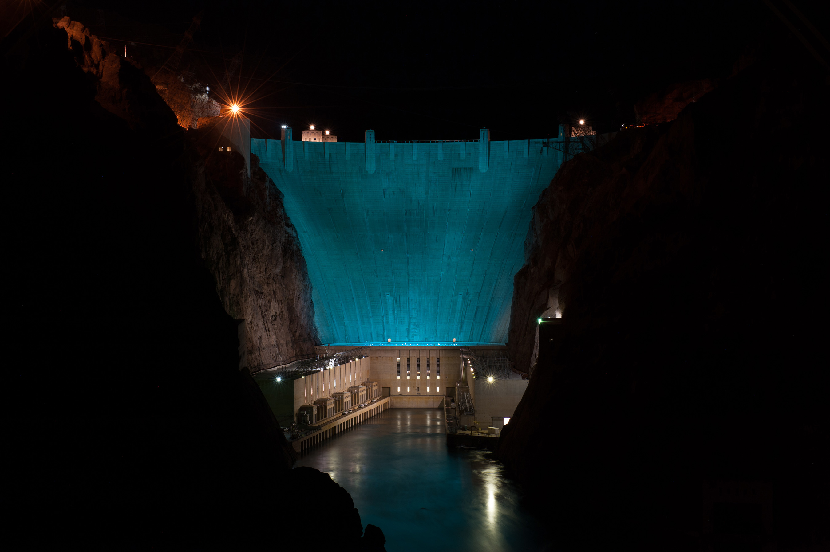 The Hoover Dam makes a turquoise splash to support the American Lung Association's LUNG FORCE initiative.