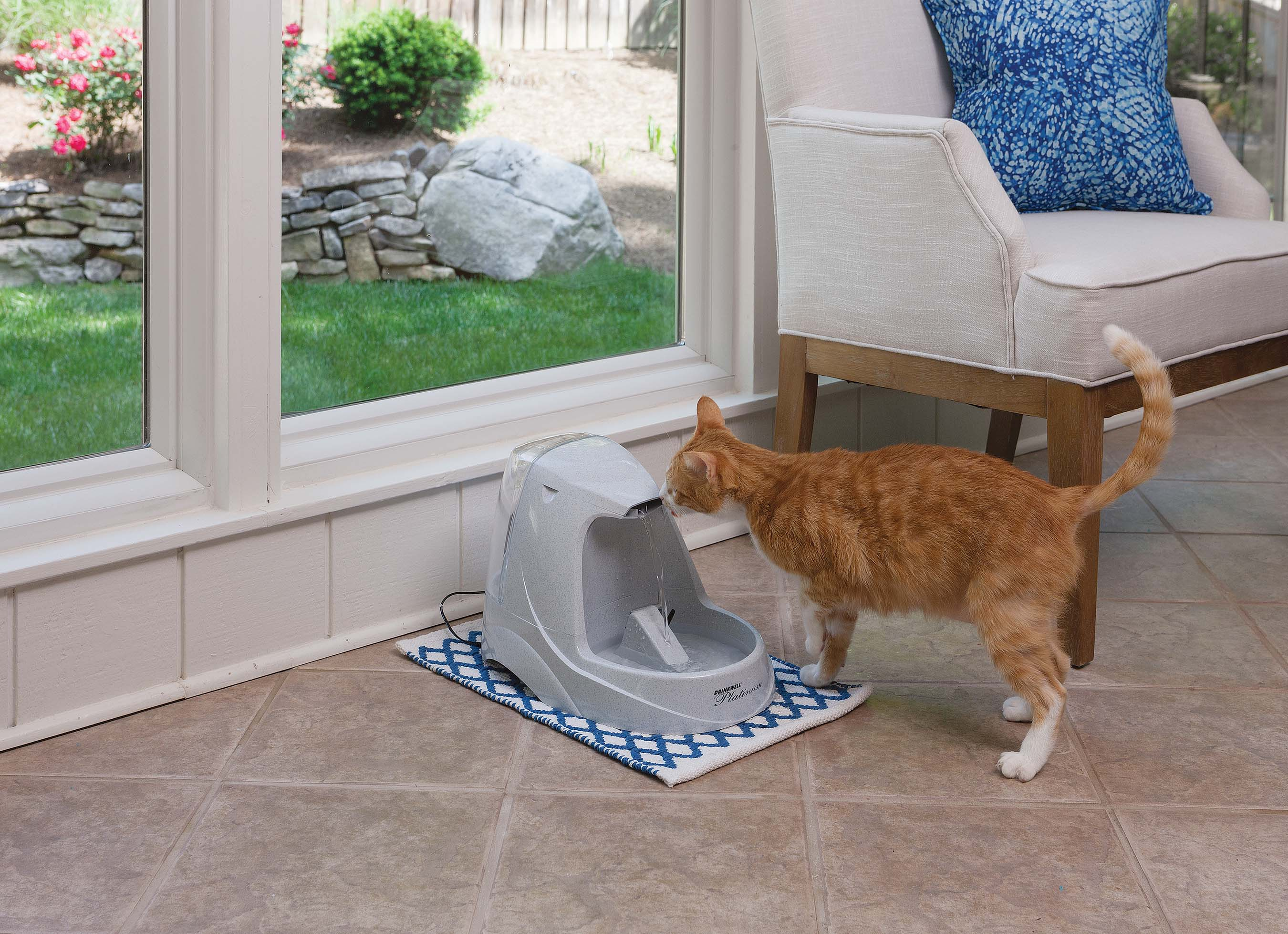 Pet fountains constantly circulate and filter the water, so it stays cleaner and tastes fresher to give cats the water they seek.