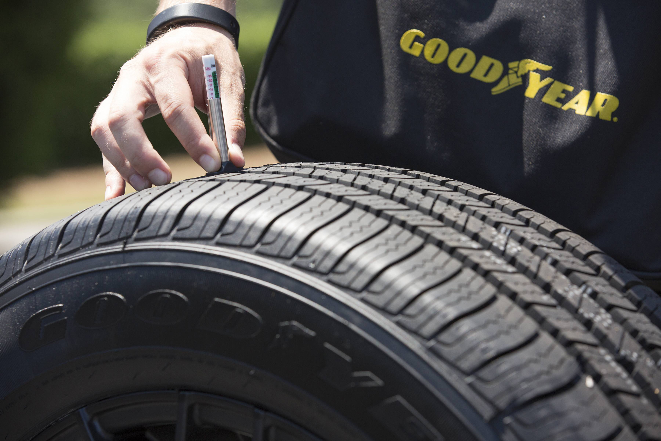 Leading into National Tire Safety Week (May 29 – June 4), NASCAR champion, Kevin Harvick, and the Goodyear Tire & Rubber Company surprised consumers at the Concord Mills Mall in Concord, NC with free tire checks.
