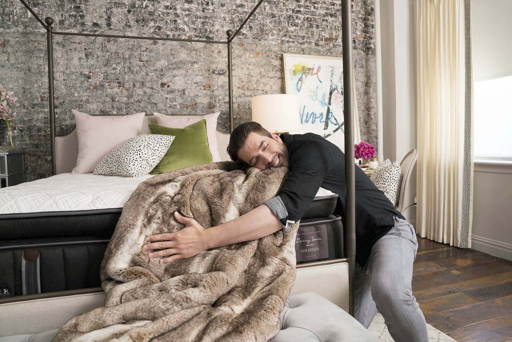 Jonathan Scott Shows It's Hard To Get Up From The Lux Estate In The Edgy Glam Room
