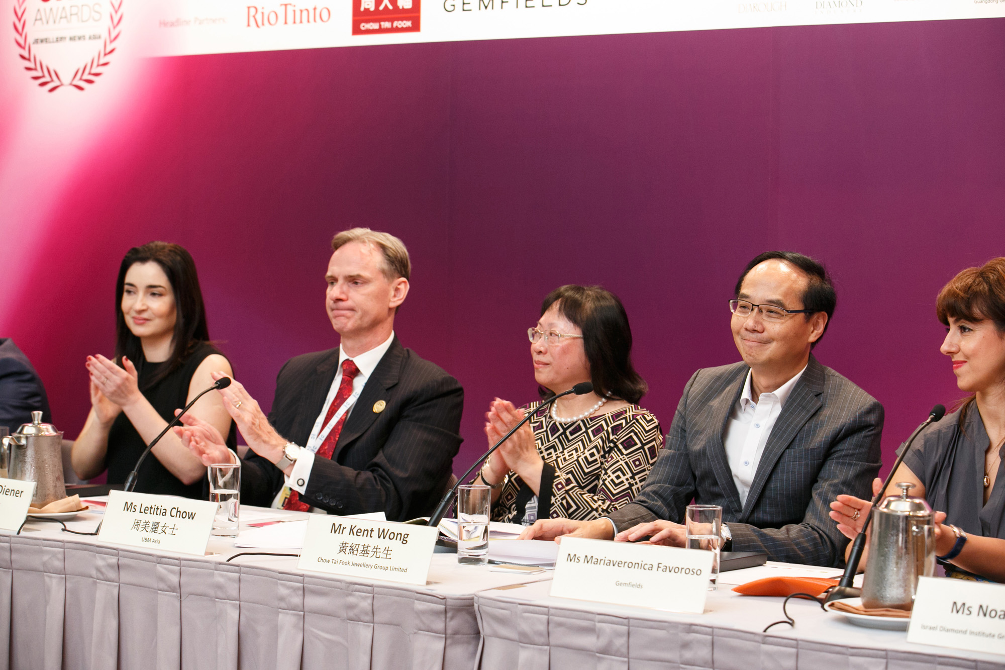 From L: Rita Maltez of Rio Tinto Diamonds, Wolfram Diener and Letitia Chow of UBM Asia, Kent Wong of Chow Tai Fook Jewellery Group and Mariaveronica Favoroso of Gemfields at the Honouree Announcement