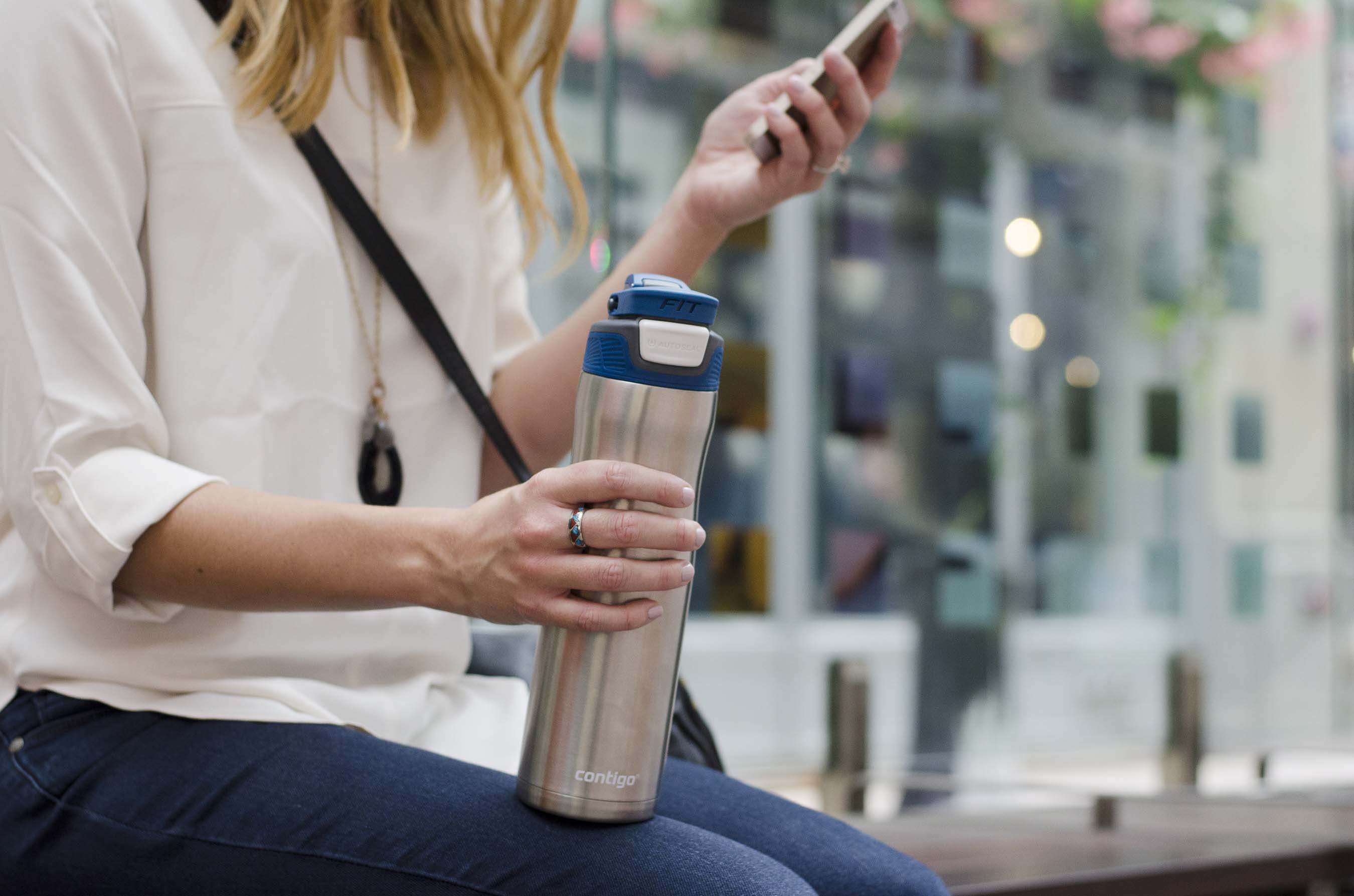 The Contigo® #SipConfidently campaign encourages consumers to sip their beverages confidently and avoid everyday spill situations, like the morning commute.