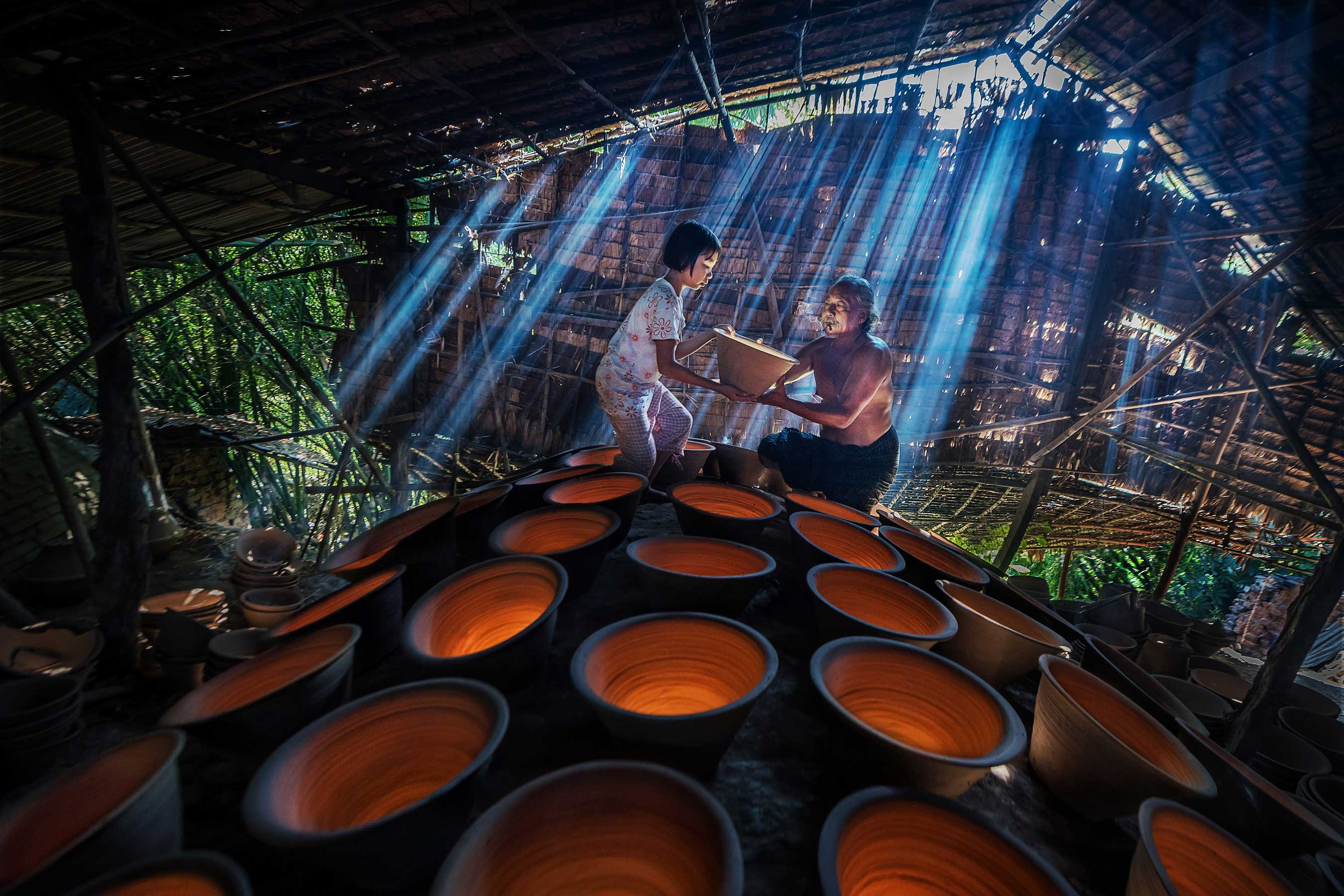 "2016 CGAP Photo Contest | Grand Prize | Zay Yar Lin, ""Lend a Helping Hand"" (Myanmar)"