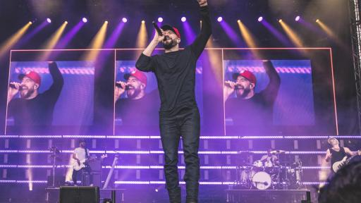 Sam Hunt headlined Sunday night sold-out crowd