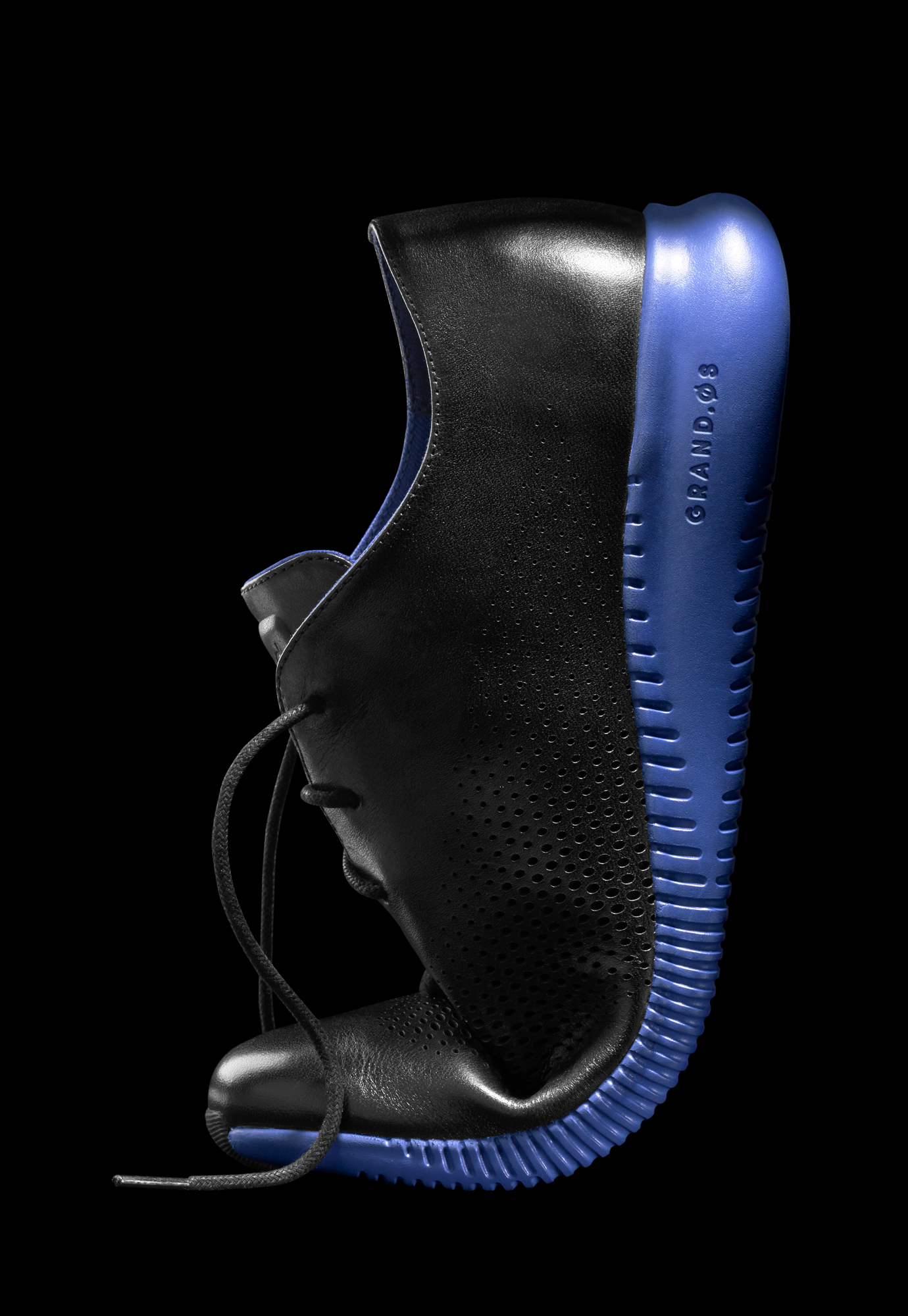 Cole Haan Fall 2016 – Women's 2.ZERØGRAND Laser Wingtip Oxford – Black/Bristol Blue