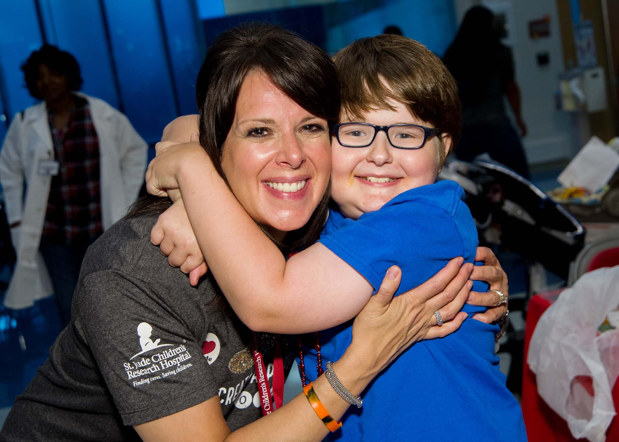 Chili's President, Kelli Valade, with St. Jude kid