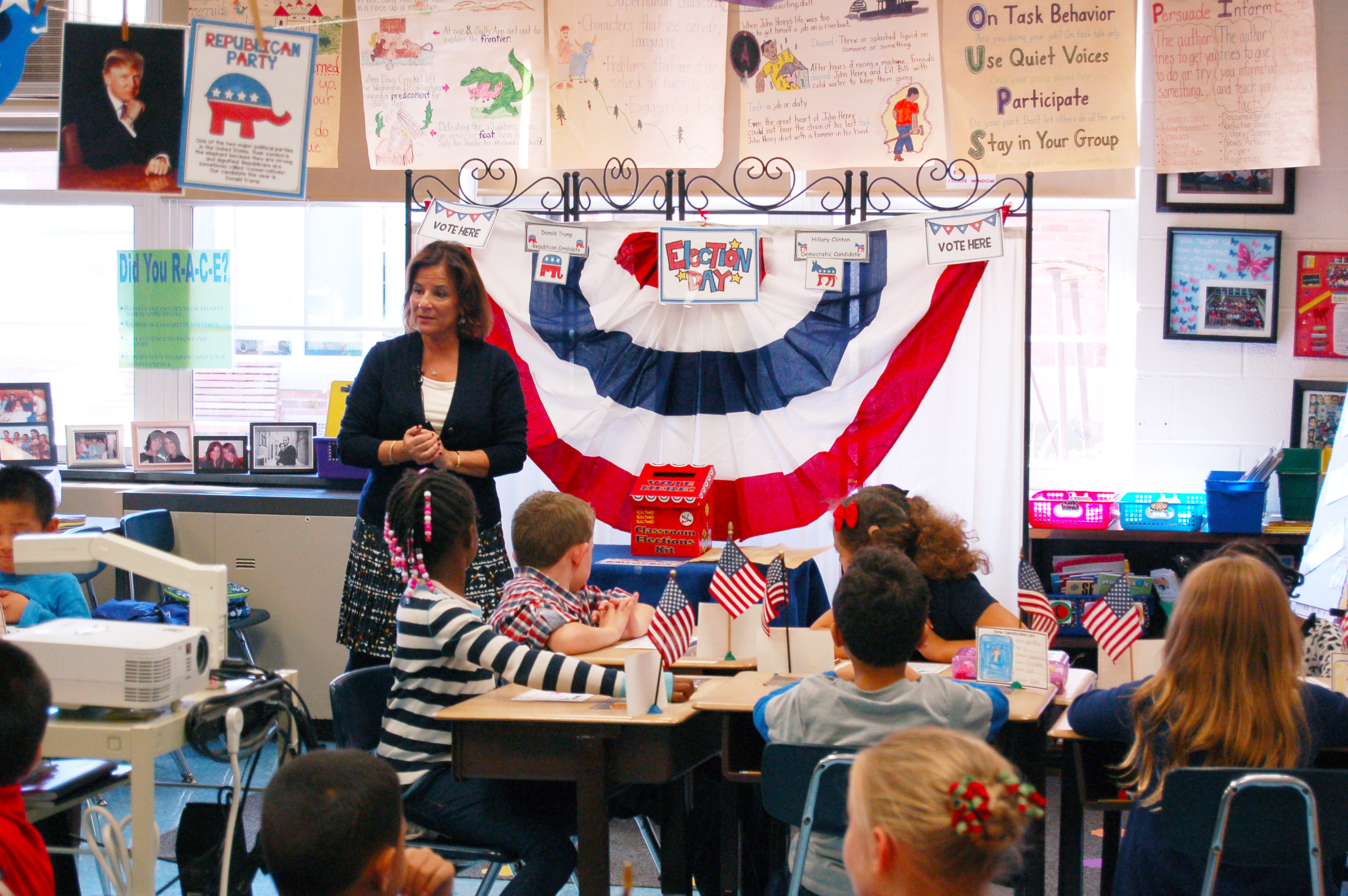 Fostertown ETC Magnet School Teacher Dana McDonough instructs her 2nd grade students before they cast their votes for president. (Credit: Scholastic)