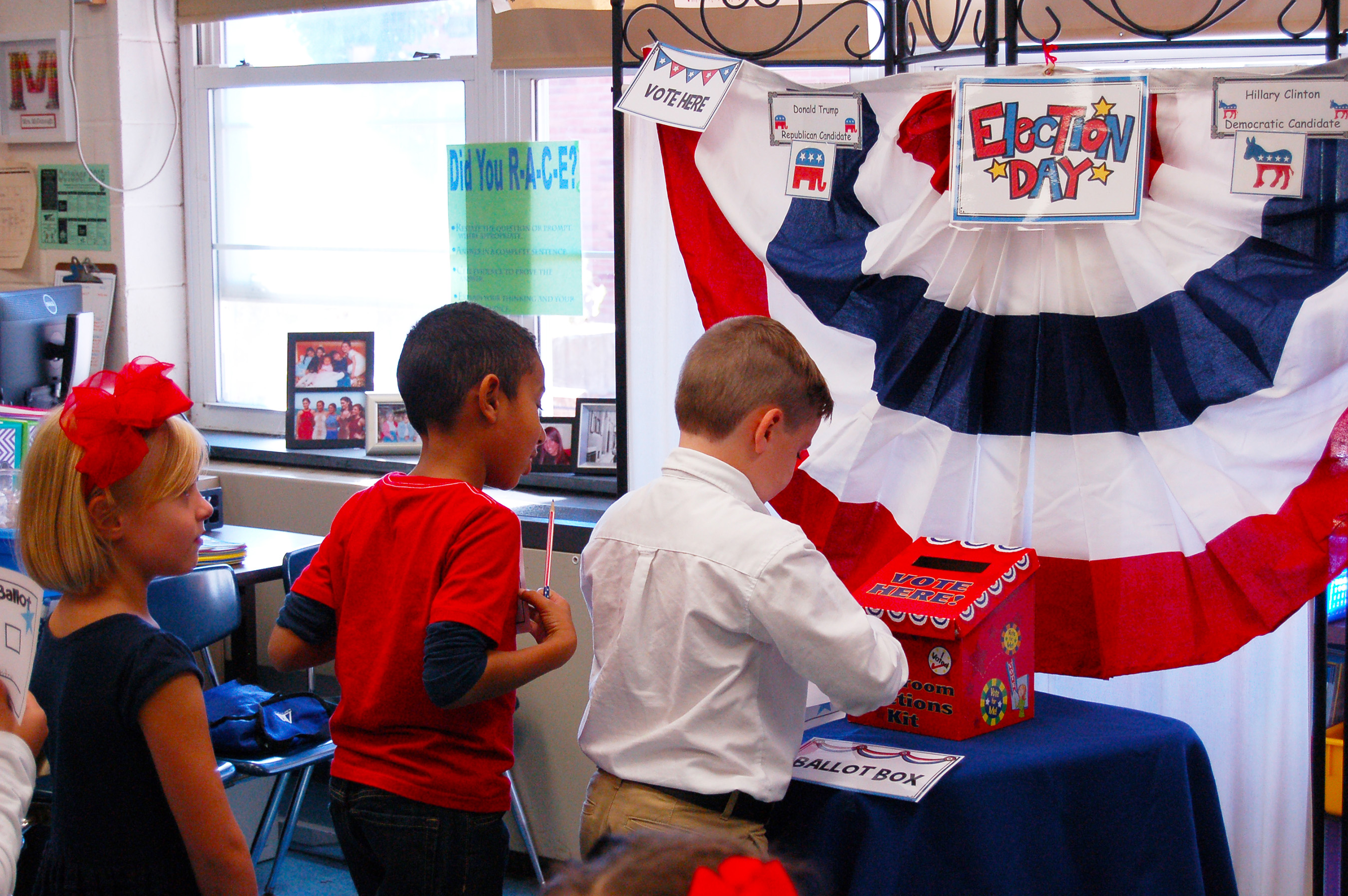 Fostertown ETC Magnet School 2nd graders submit their ballots for the next president of the United States. (Credit: Scholastic)