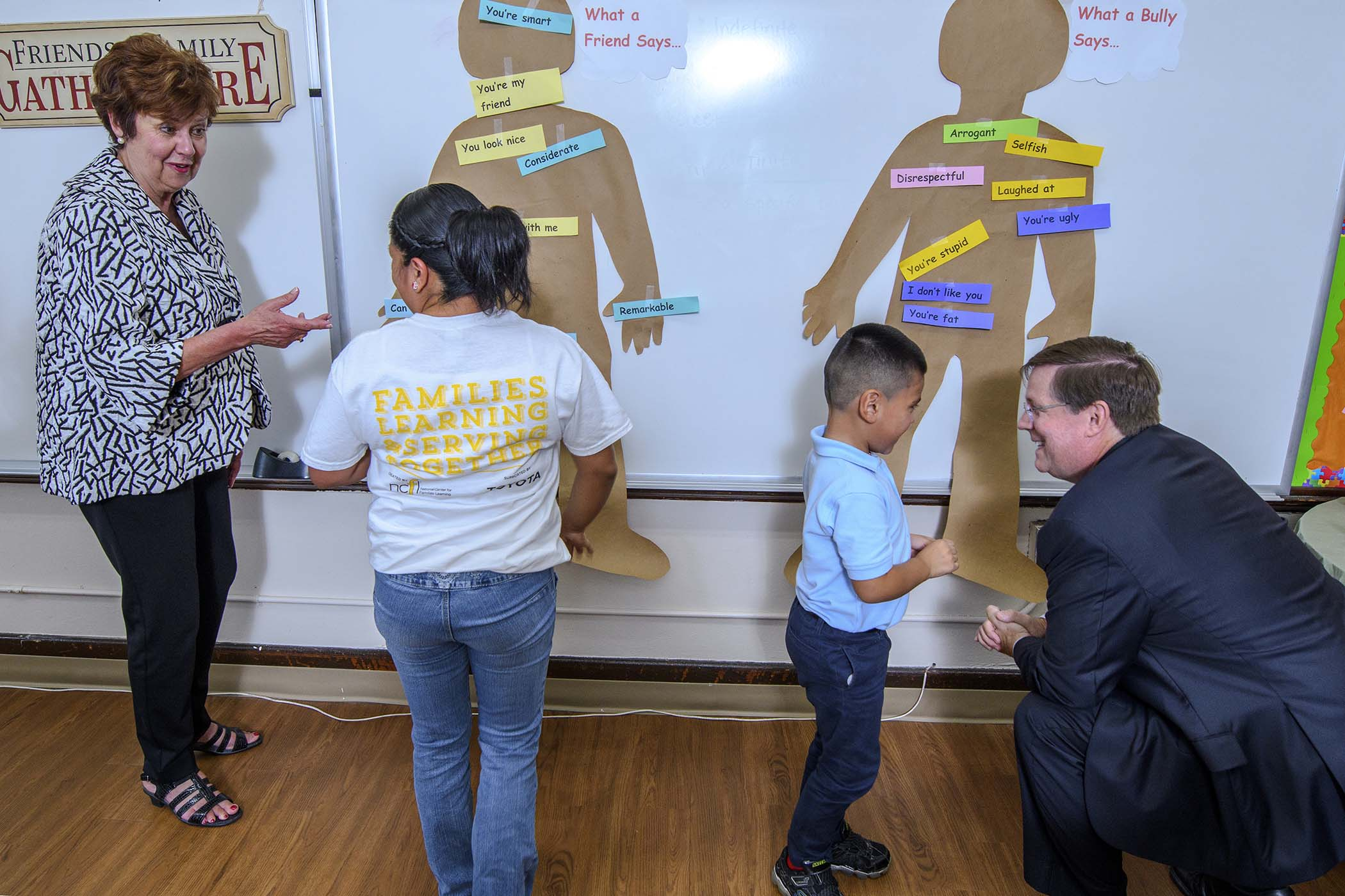 Sharon Darling, founder and president of the National Center for Families Learning, and Jim Lentz, Toyota Motor North America CEO participate in a Family Service Learning activity focused on anti-bullying with Izlia Cruz and her son Hugo. The Cruz family participates in Toyota Family Learning at Harms Elementary School in Detroit.