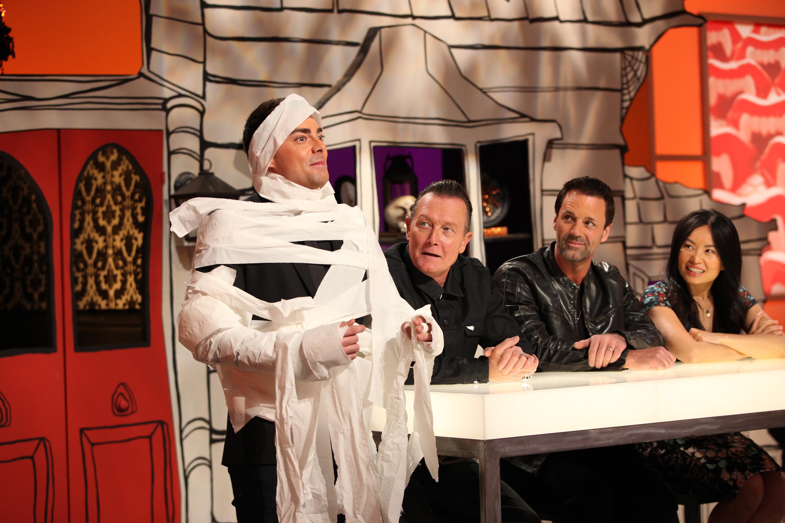 Host Jonathan Bennett with guest judge Robert Patrick and judges Todd Tucker and Shinmin Li on Food Network's Halloween Wars