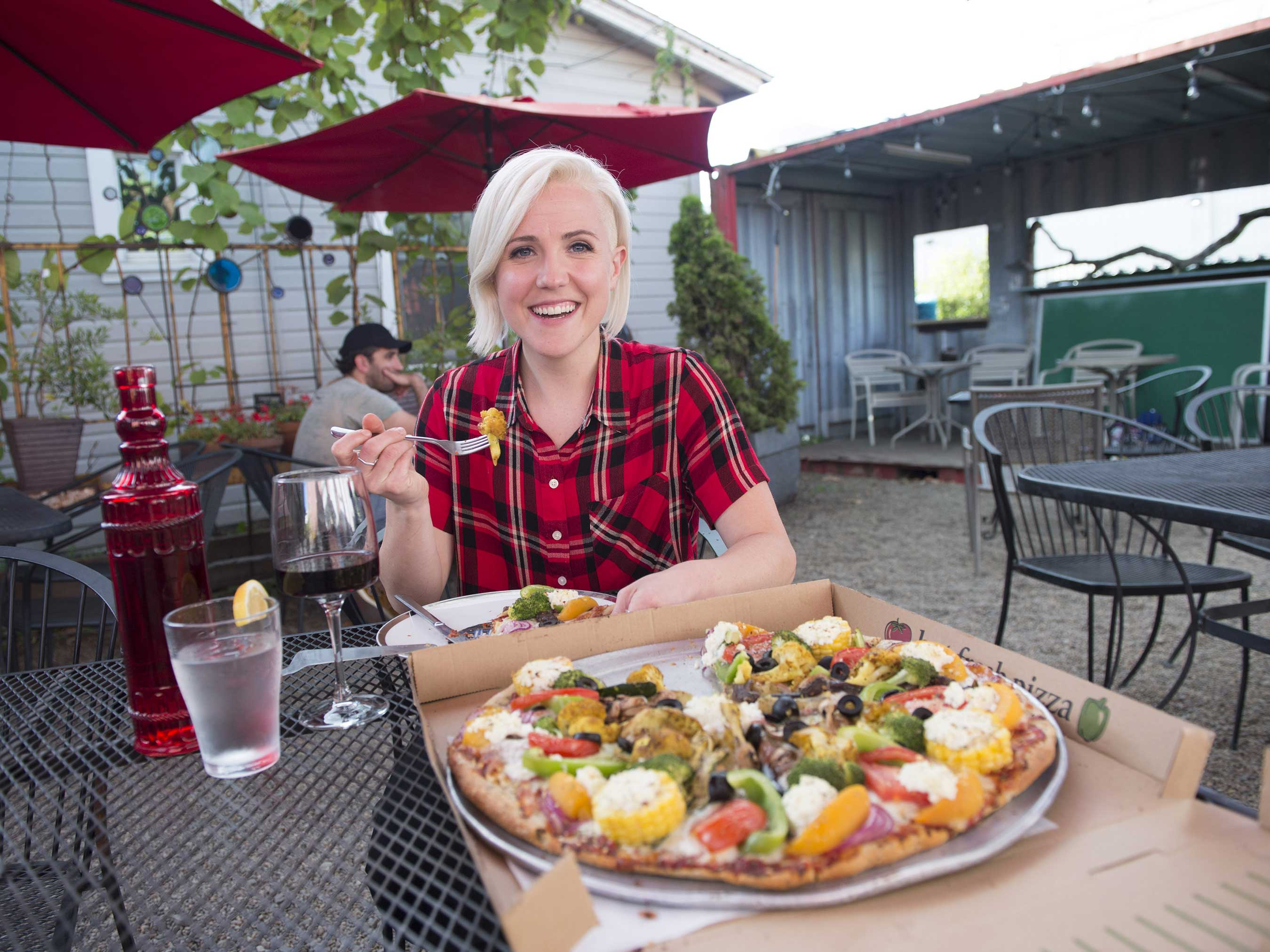 Hannah Hart at Pizza Research Institute in Eugene, Oregon, on Food Network's I Hart Food