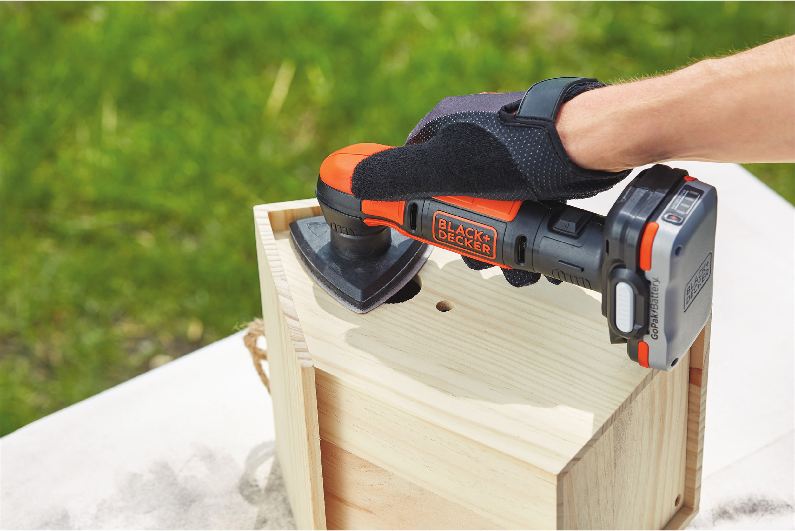 Compact Sander Accesses Hard-to-Reach Areas