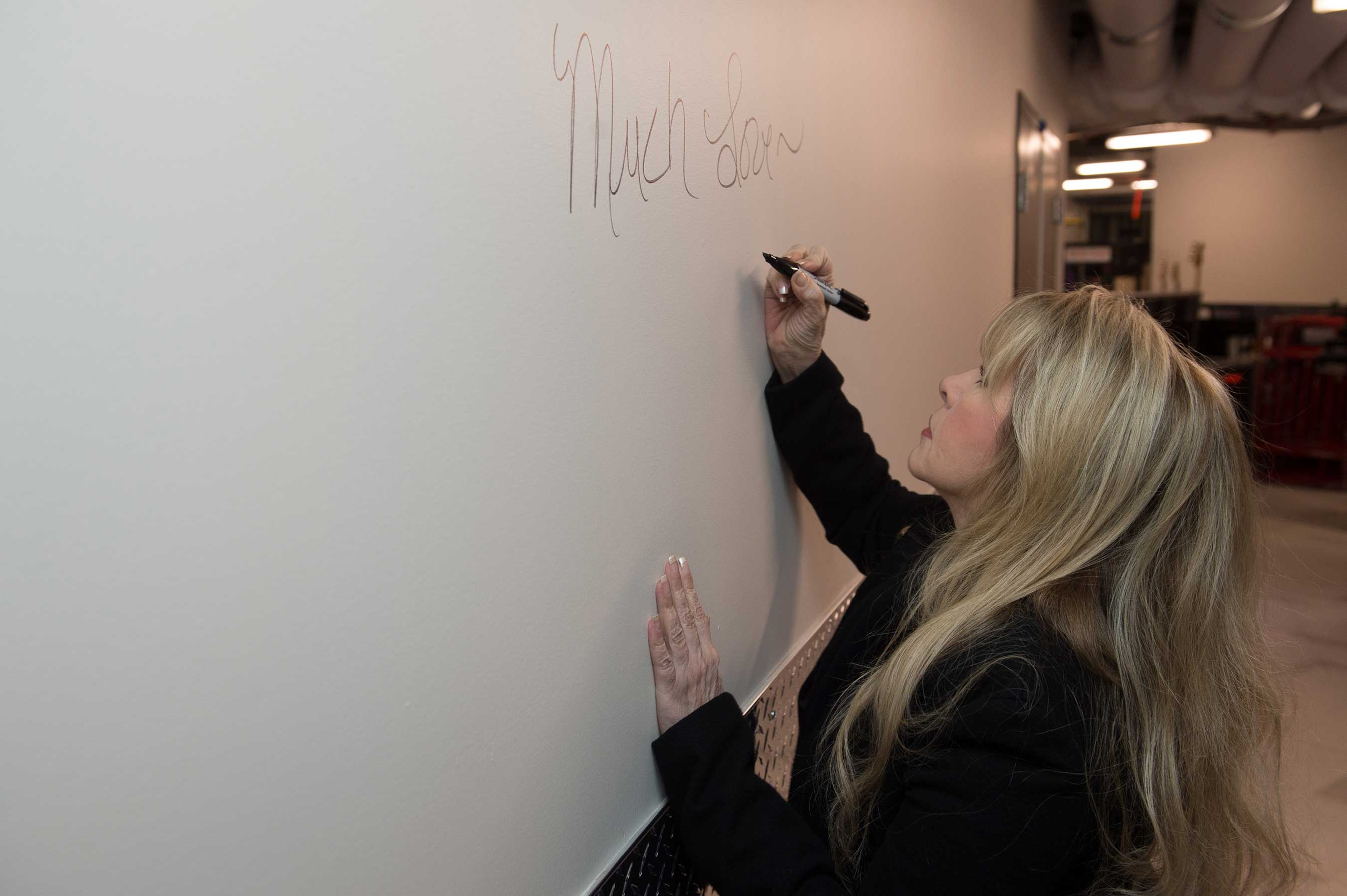 Legendary Singer-Songwriter Stevie Nicks Autographs Wall Backstage at Grand Opening of Park Theater at Monte Carlo in Las Vegas - Sat., Dec. 17, 2016 - Photo by Al Powers for Park Theater
