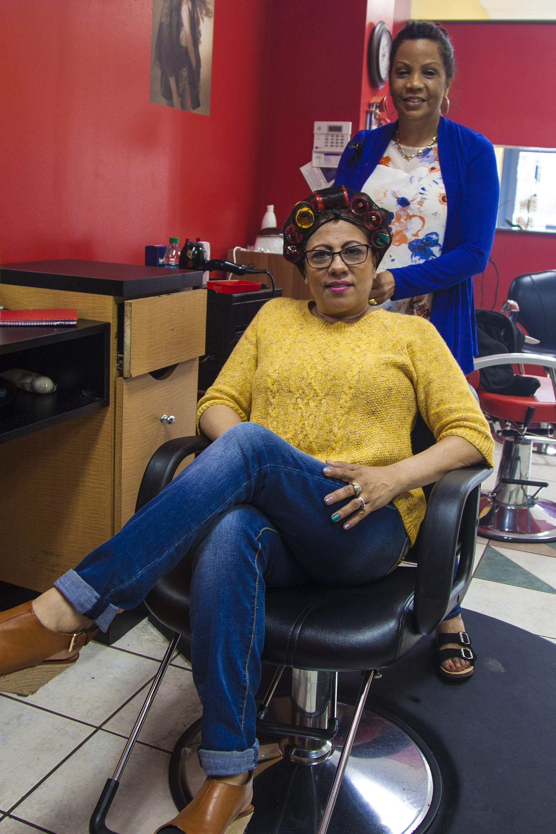 Saturday morning at a Dominican salon in Baltimore. Photo by Alejandro Orengo  Full Caption: https://newsdesk.si.edu/photos/gateways-portales-4