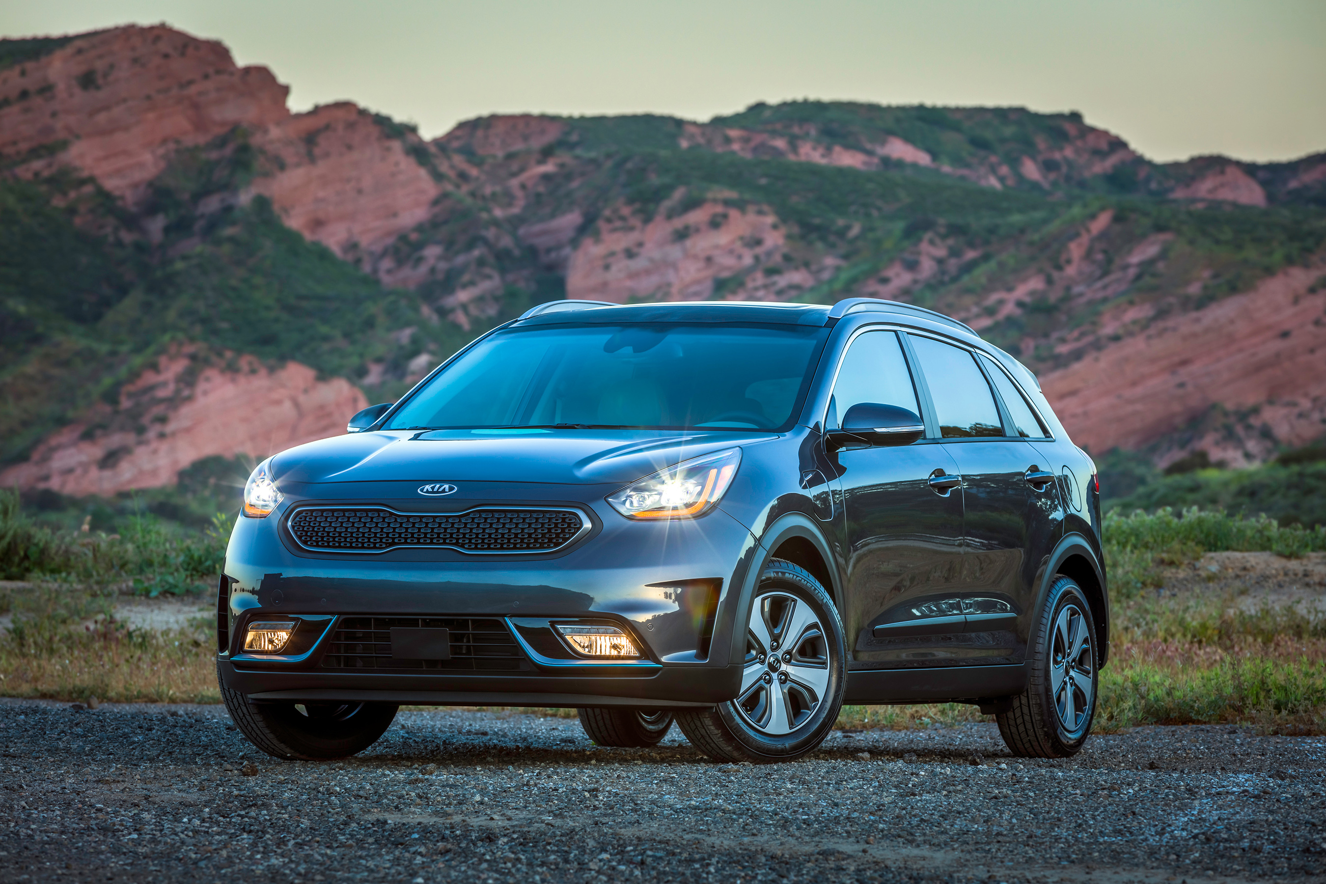 kia motors america introduces 2018 niro plug in hybrid crossover at los angeles auto show. Black Bedroom Furniture Sets. Home Design Ideas
