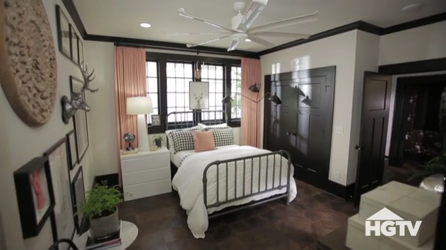 HGTV Urban Oasis 2017 designer Brian Patrick Flynn gives a 90-second interior tour of the 1925 bungalow filled with old-world charm and modern-day convenience in Knoxville, Tennessee.