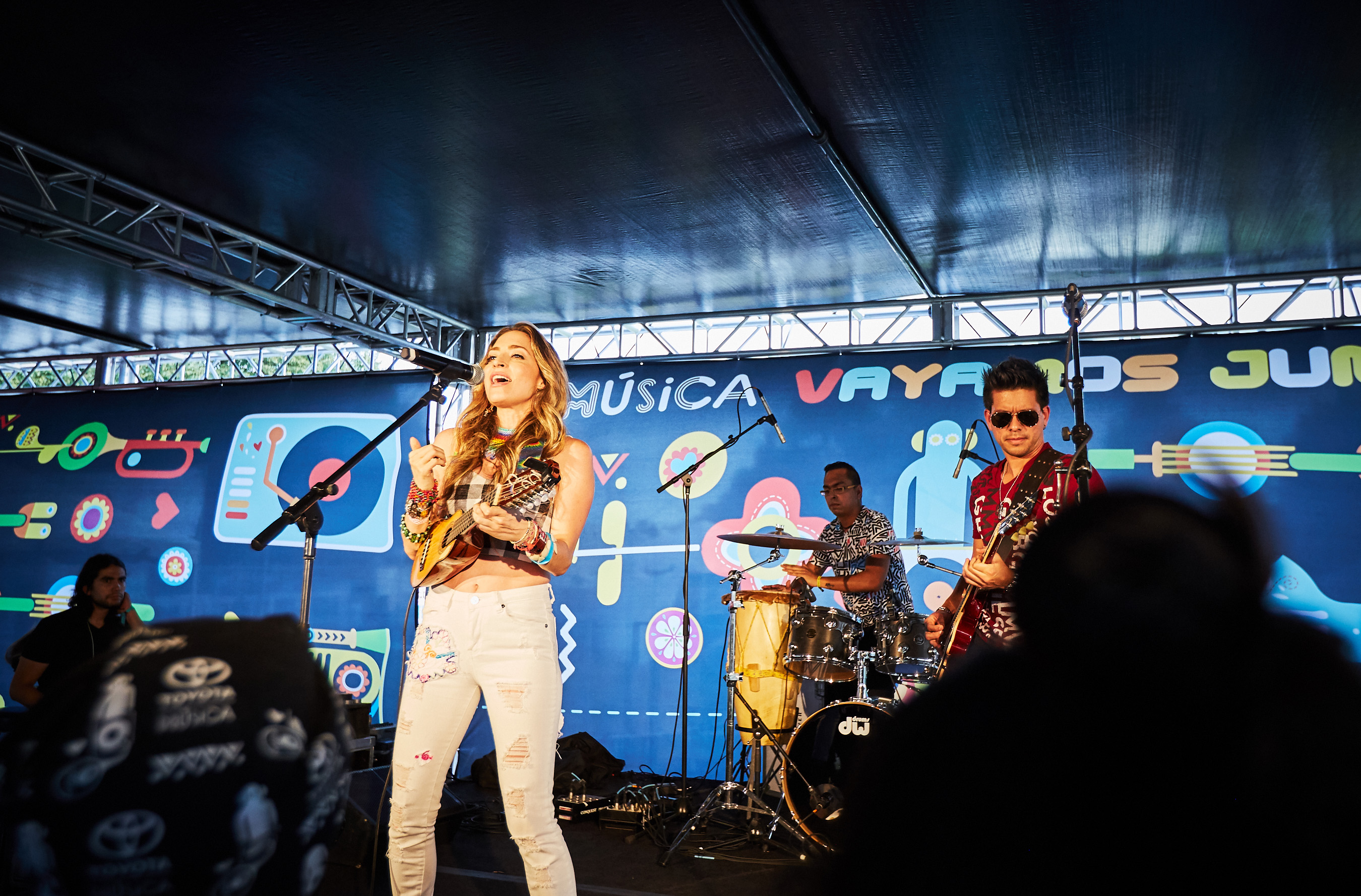 Ecuadorian singer Mirella Cesa closed day 3 at the Toyota Music Den for an epic Ruido Fest 2017 weekend.