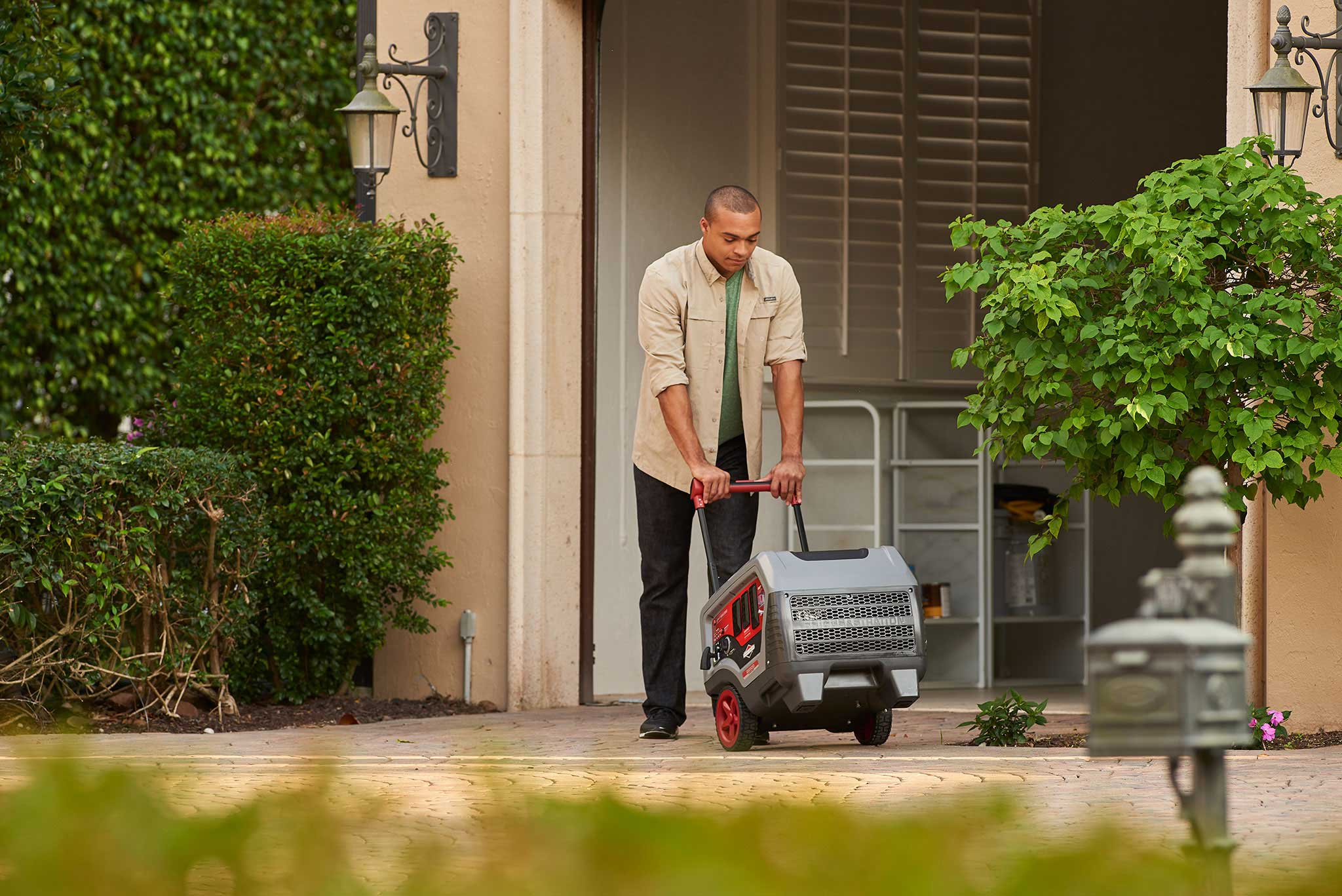 With a telescopic handle and design that's 45% more compact and 30% lighter than standard generators, Briggs & Stratton's new Q6500 QuietPower™ Series inverter generator is easy to maneuver and store.