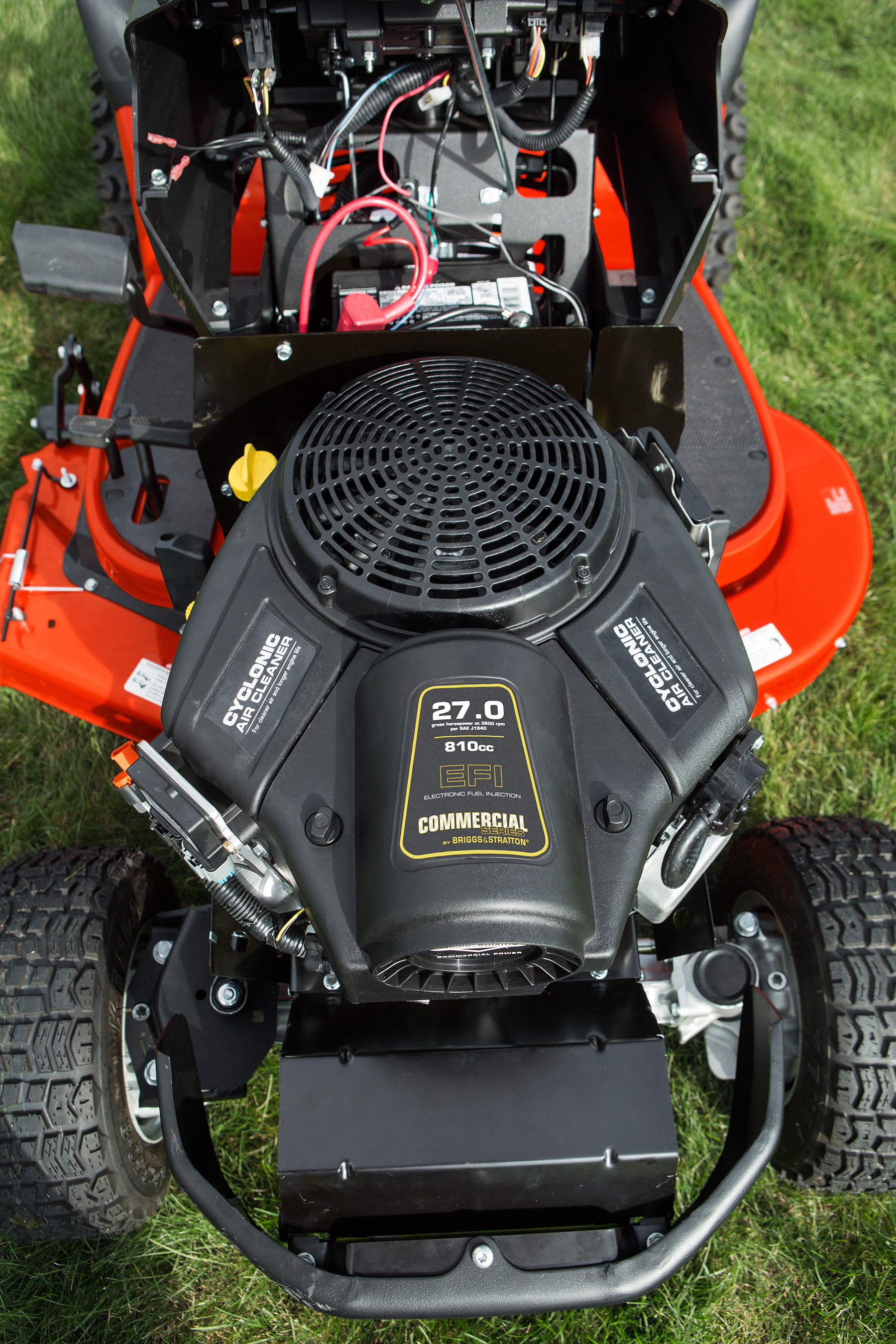 The Briggs & Stratton Commercial Series engine with electronic fuel injection offers consistent, reliable starting, smart load sensing technology, fuel protection and up to 15% fuel savings (depending on operating conditions).
