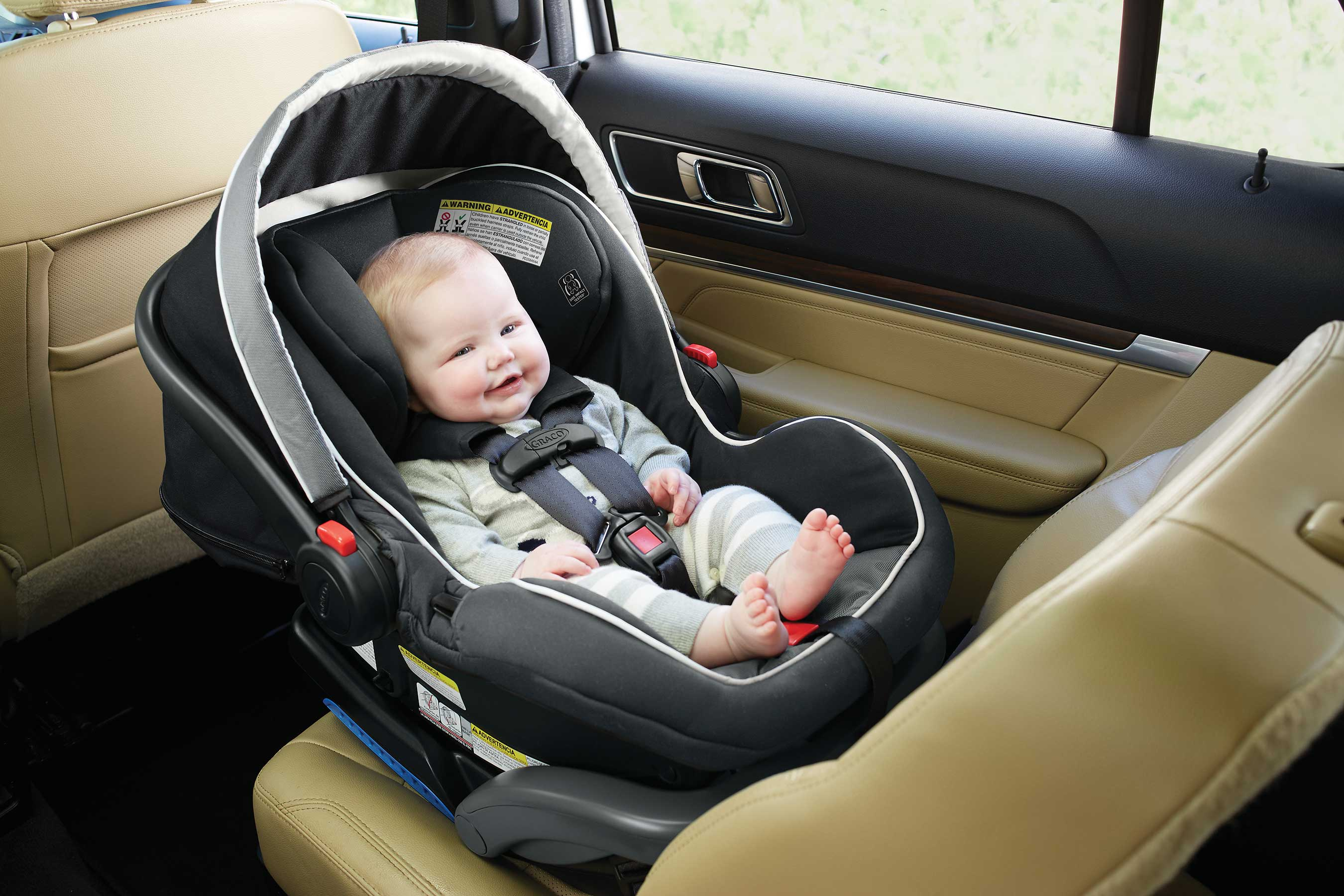 https://www.multivu.com/players/English/8102751-graco-snugride-snuglock-baby-infant-car-seat/image/35dlxinfantseat-1494908966325-1-HR.jpg
