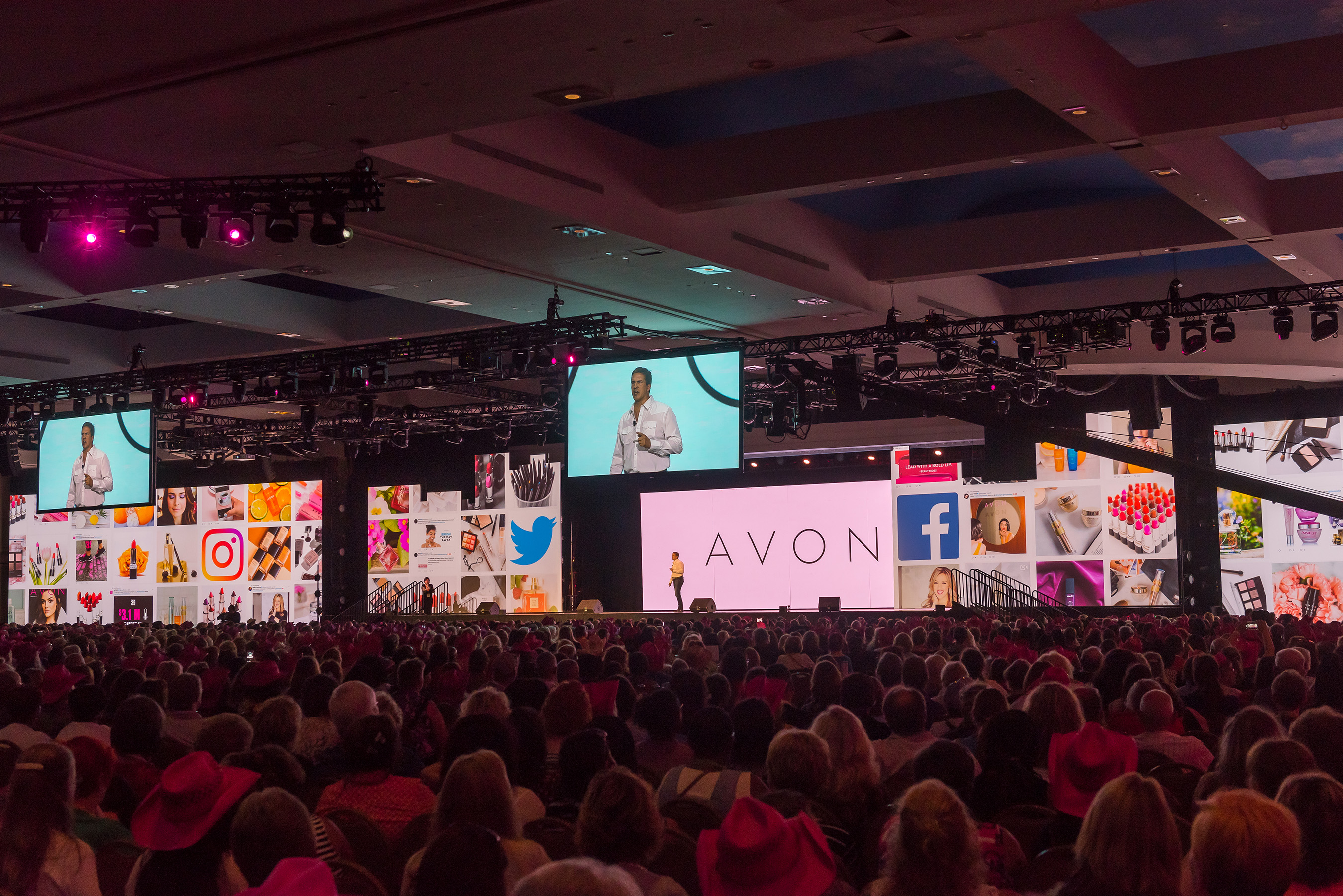 Avon Representatives Hit Music City For The Company's Annual RepFest Conference