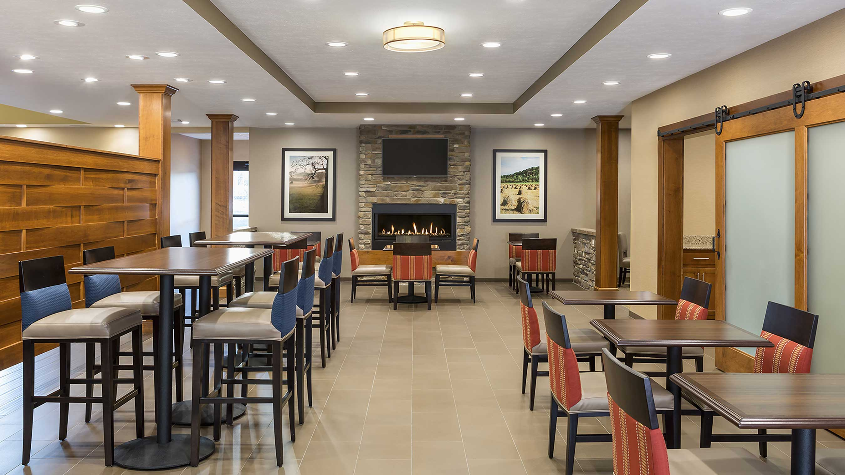 Enjoy breakfast in the dining hall at Comfort Hotels locations!