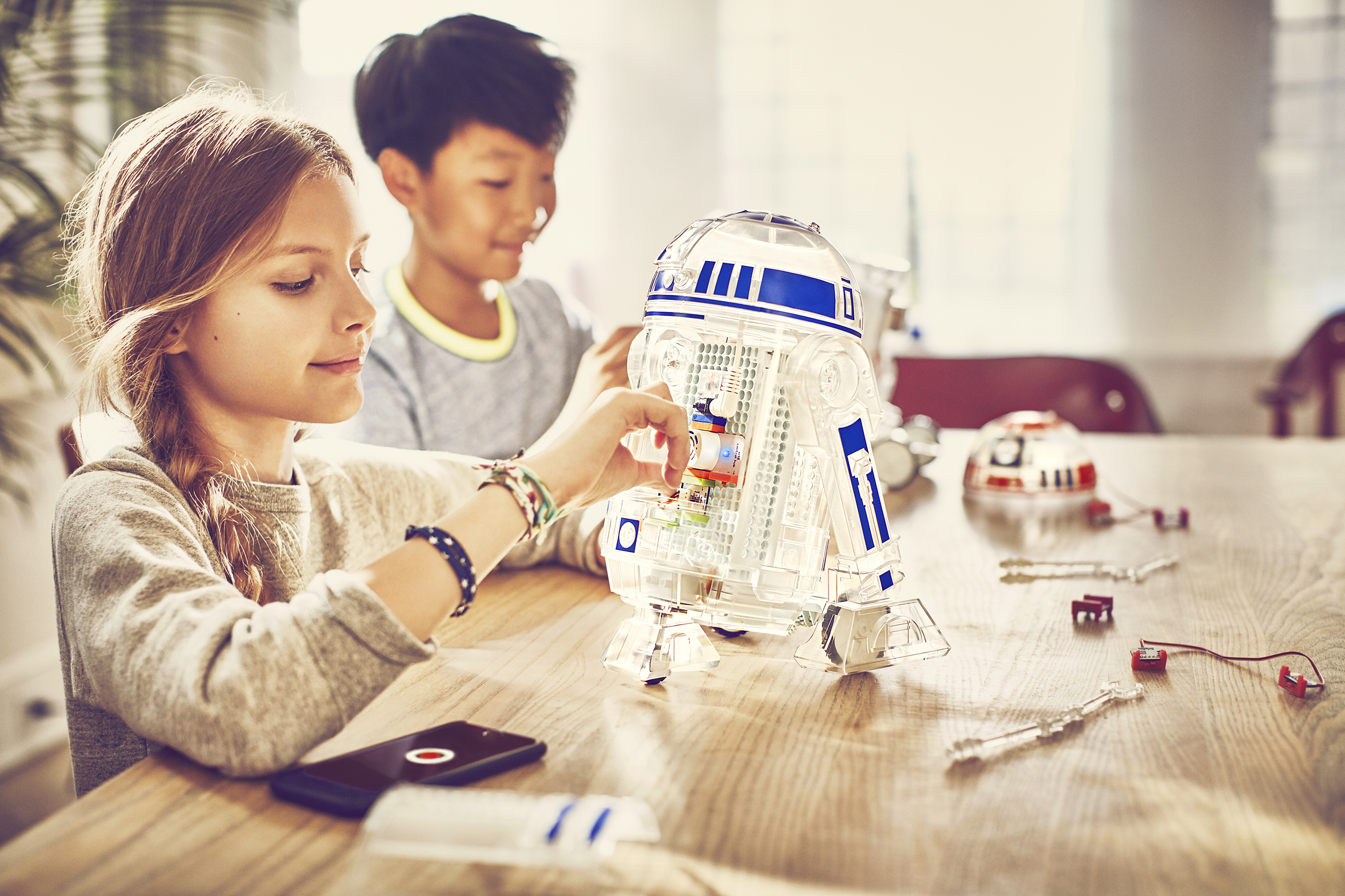 With the littleBits Droid Inventor Kit, kids can create their own custom Droid™ and bring it to life for the first time ever!