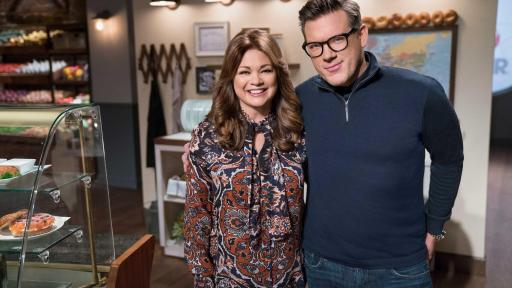 Valerie Bertinelli and Tyler Florence, hosts of Food Network Star: Comeback Kitchen