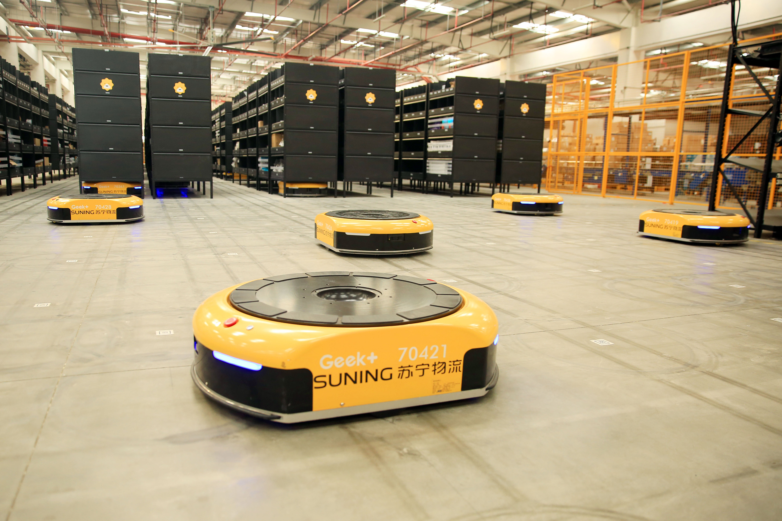The Suning AGV robot is jointly developed by Suning Logistics S-Lab and Geek+.