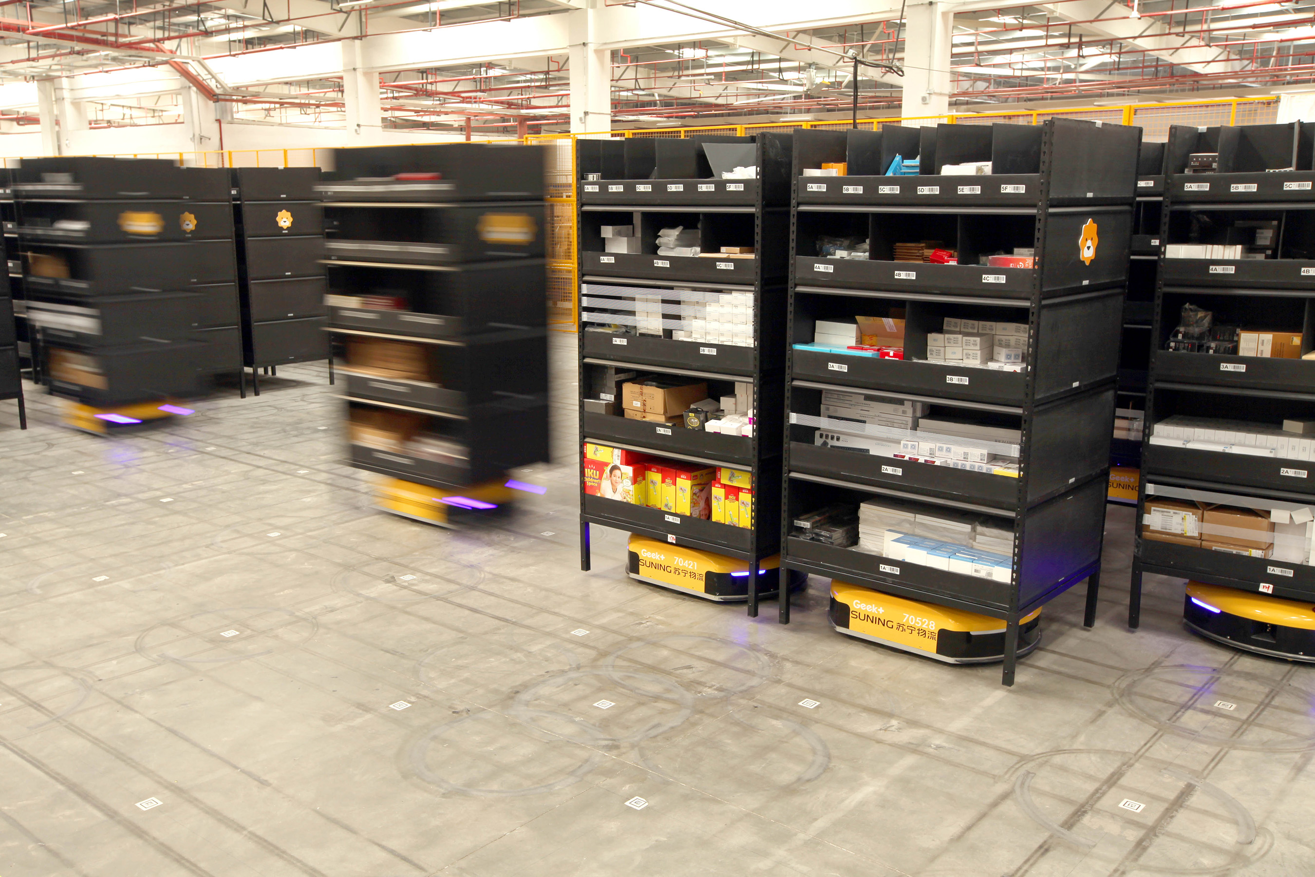 The AGV robots could automatically avoid obstacles and queue intelligently according to dispatches.