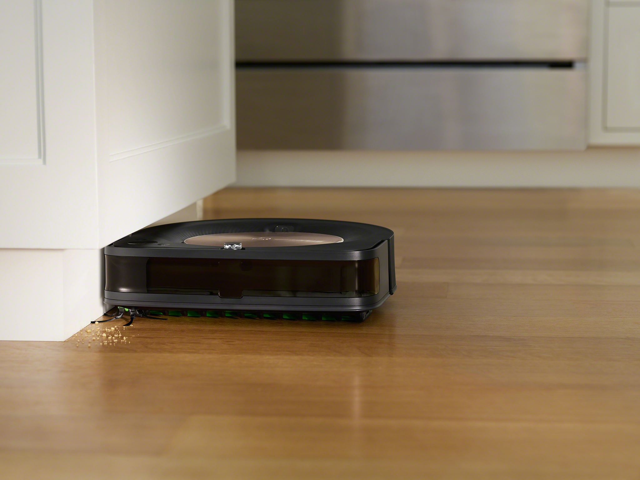 The Roomba® s9+ robot's specially designed Corner Brush uses five angled arms to grab dirt and debris from deep in corners and along walls, directing it into the robot's path to be vacuumed up.