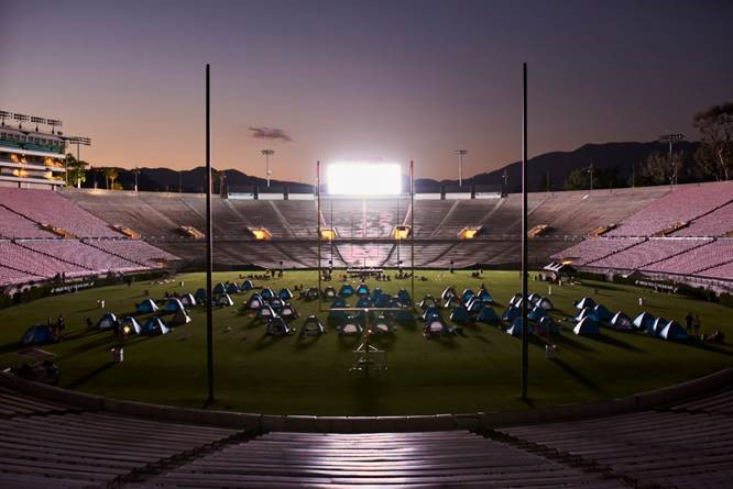 Camp helps kids affected by cancer balance the rollercoaster of treatment. Families spend a night under the stars at Rose Bowl Stadium an ultimate camp out, an event co-hosted by the venue, Northwestern Mutual and the Rose Bowl Legacy Foundation.
